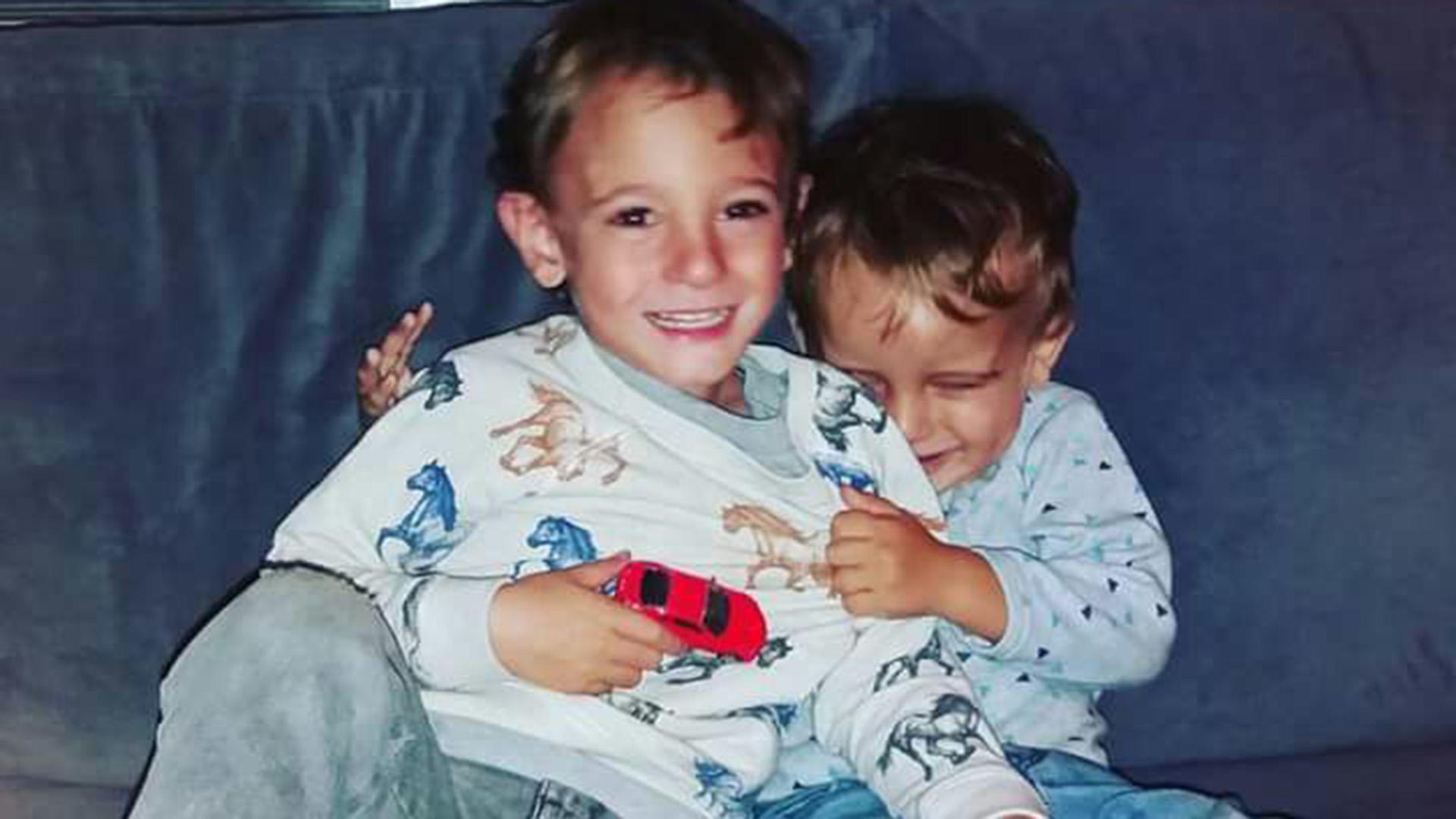 Joaquín y Tomás Callegari. El primero ya no tiene a su mellizo pero tiene un nuevo hermano.