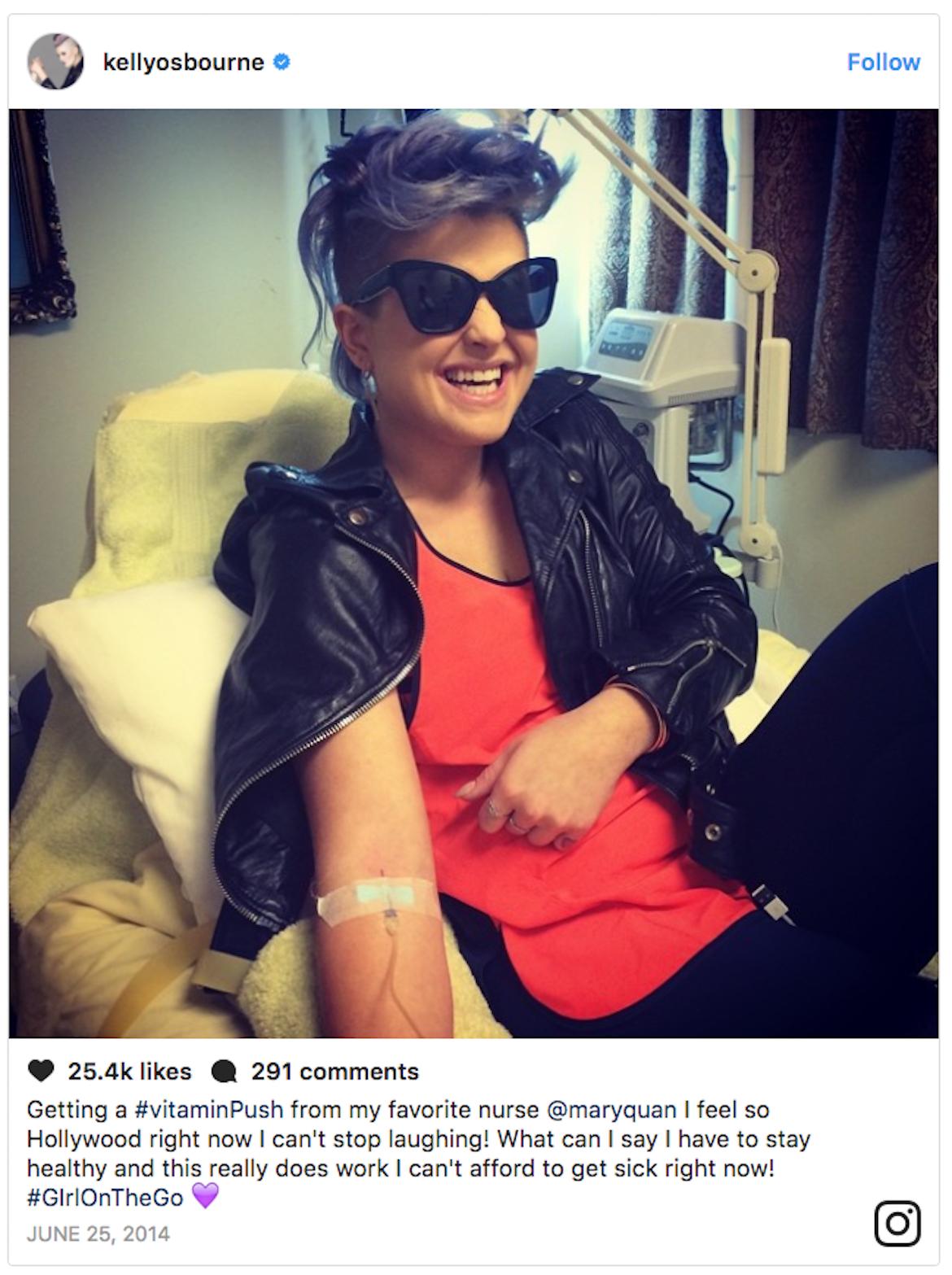 Kelly Osbourne fue cuestionada por promocionar en Instagram un tratamiento de vitaminas intravenoso, catalogado por miembros de la comunidad médica como una estafa