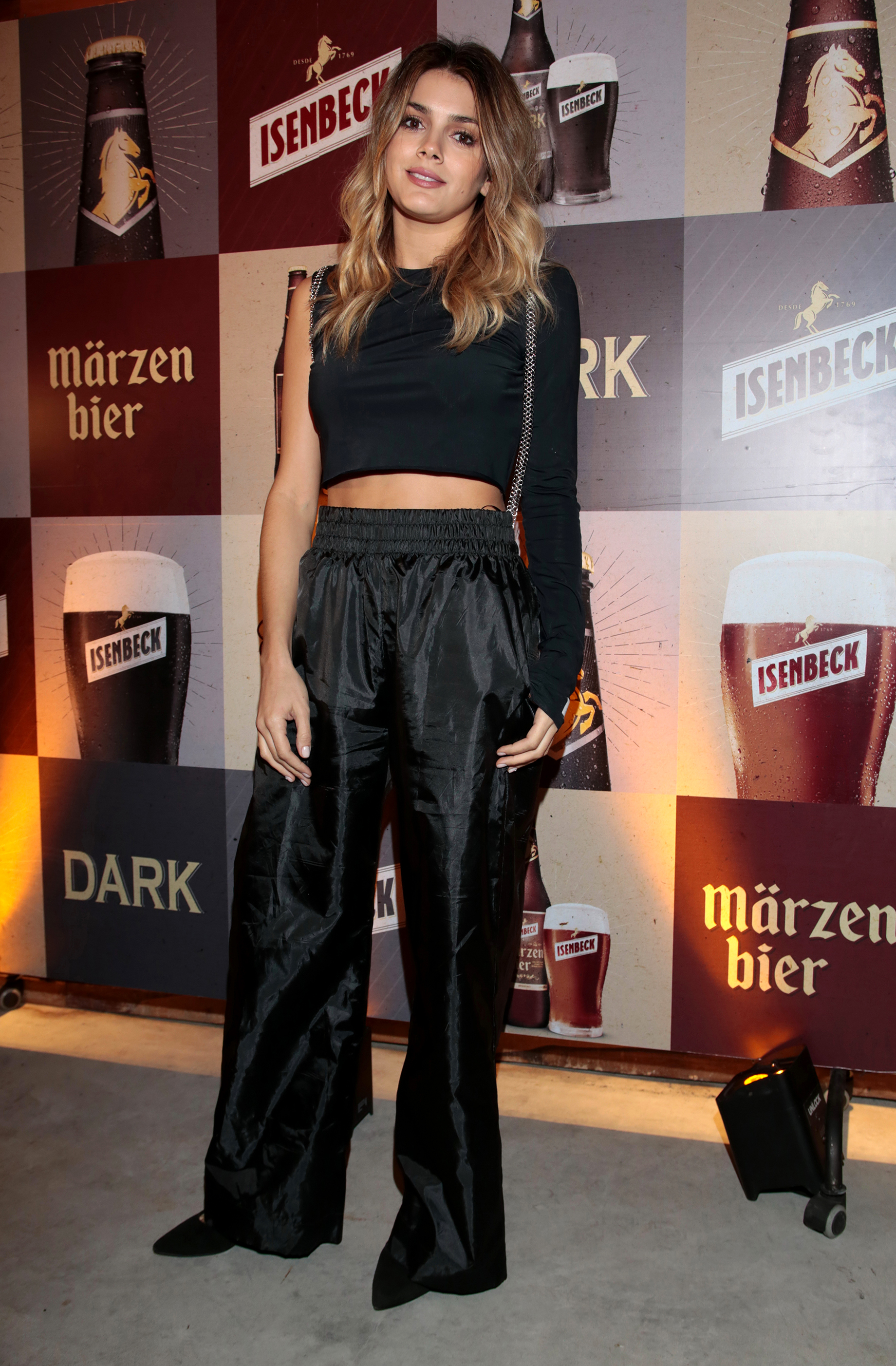 Natalie Pérez disfrutó de la Märzen Bier, cuyo origen se remonta a mediados del siglo XIX, cuando algunos cerveceros emprendedores de Múnich descubrieron que podían almacenar las cervezas elaboradas en marzo (Märzen Bier) en cavas frías, sin que se deteriorasen por el calor de los meses cálidos germanos