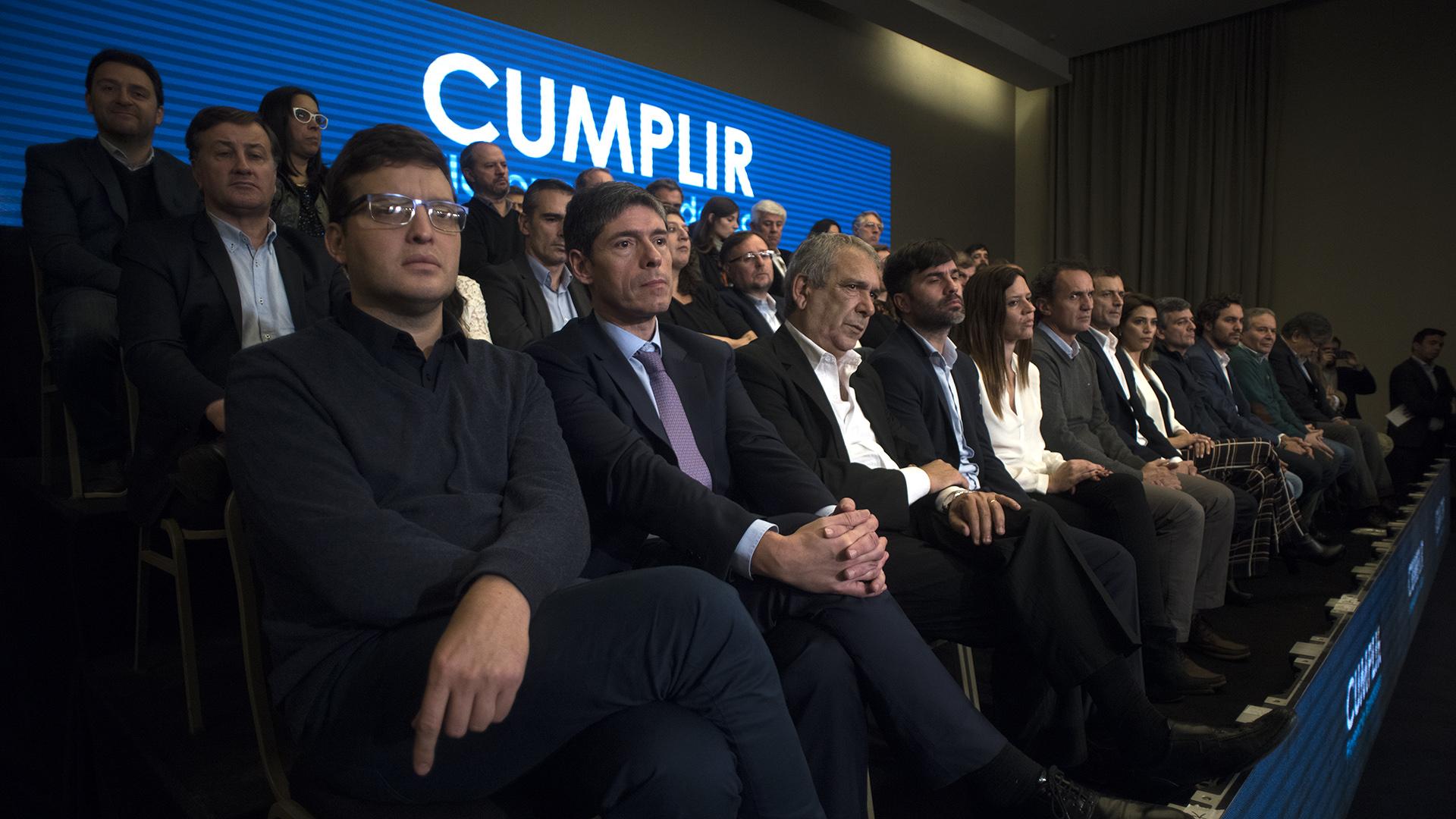 Los dirigentes que forman parte del espacio acompañaron al ex ministro (Adrián Escandar)
