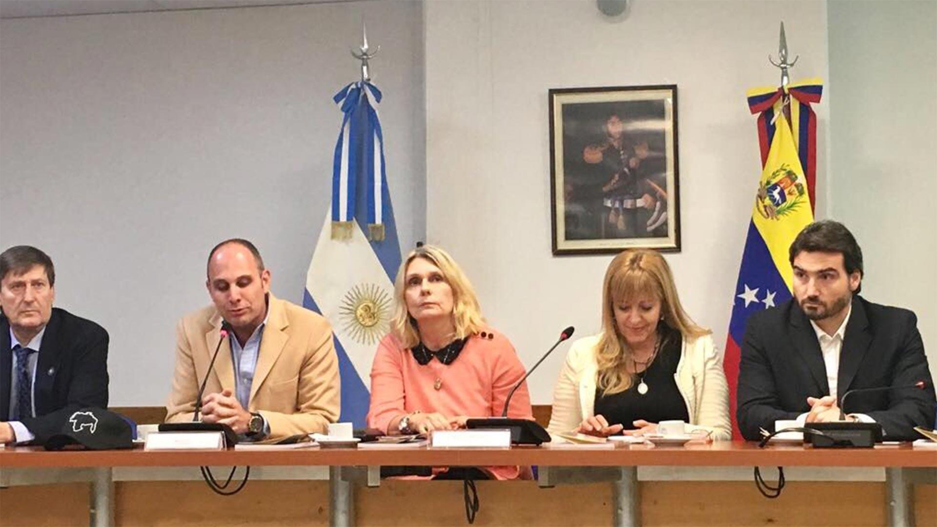 En el medio, Cornelia Schmidt-Liermann y a su derecha Silvio Klein