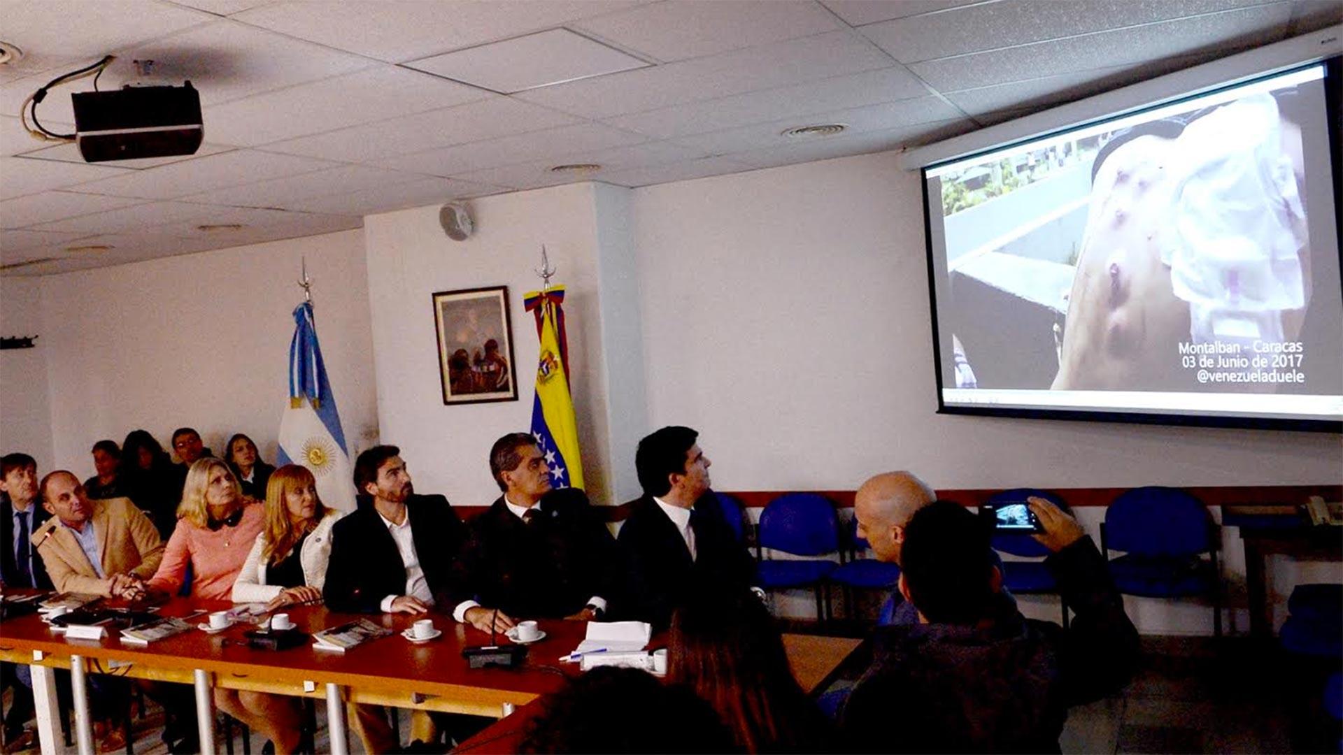 Durante la reunión, se mostraron las atrocidades del régimen chavista en Venezuela