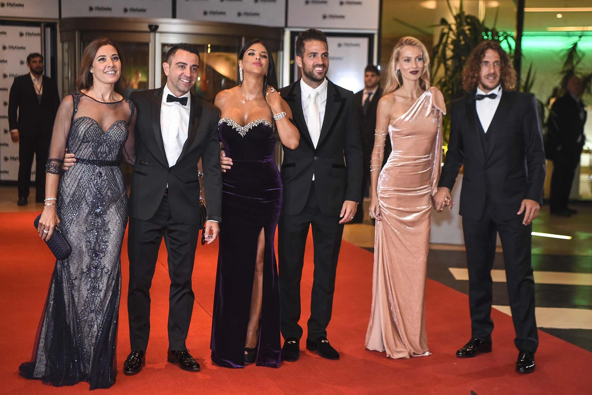 Los ex compañeros de Messi en Barcelona Xavi, Cesc Fábregas y Carles Puyol fueron los primeros en salir a la alfombra roja