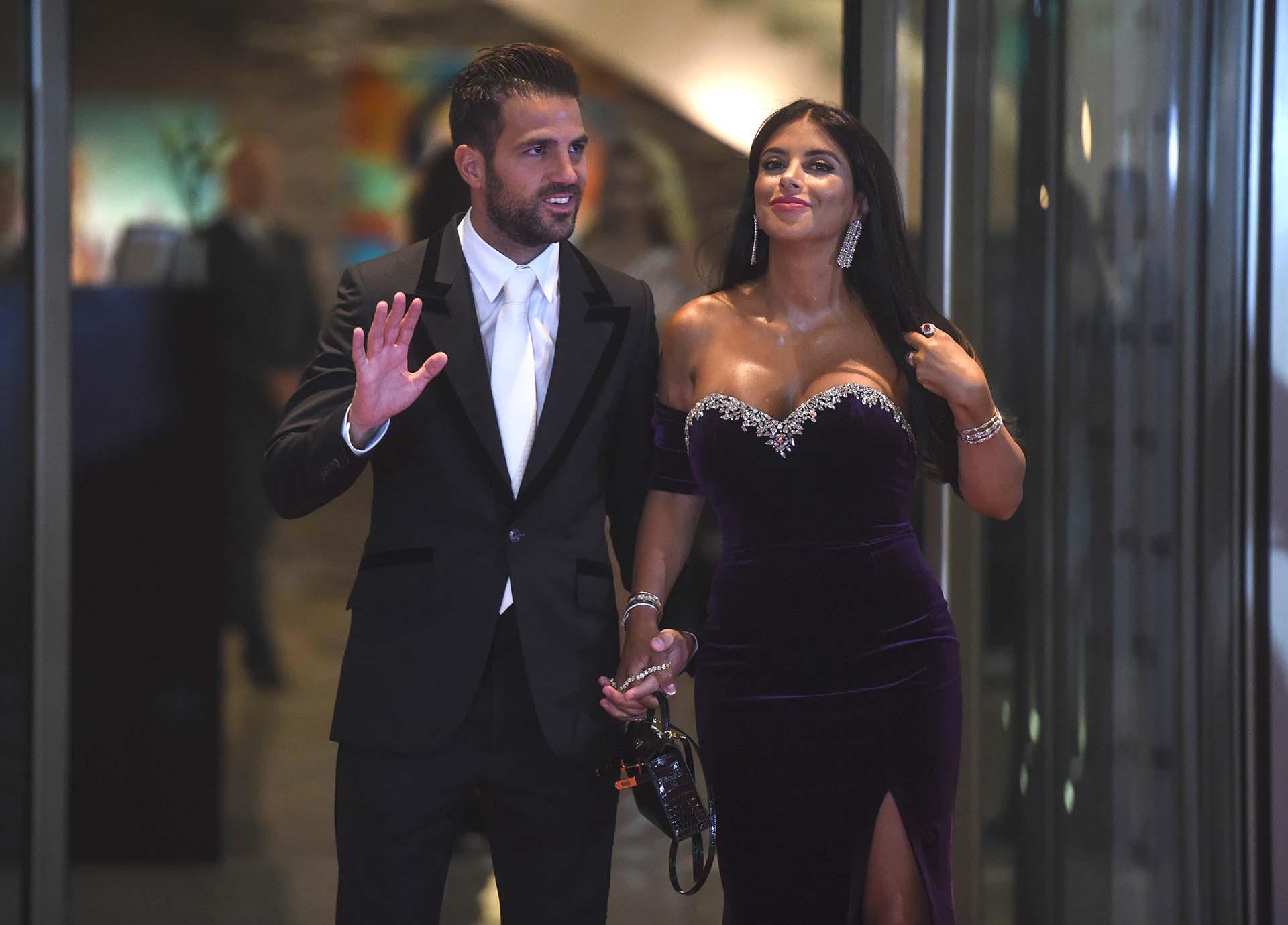 Fábregas y su esposa, en la puerta del hotel City Center