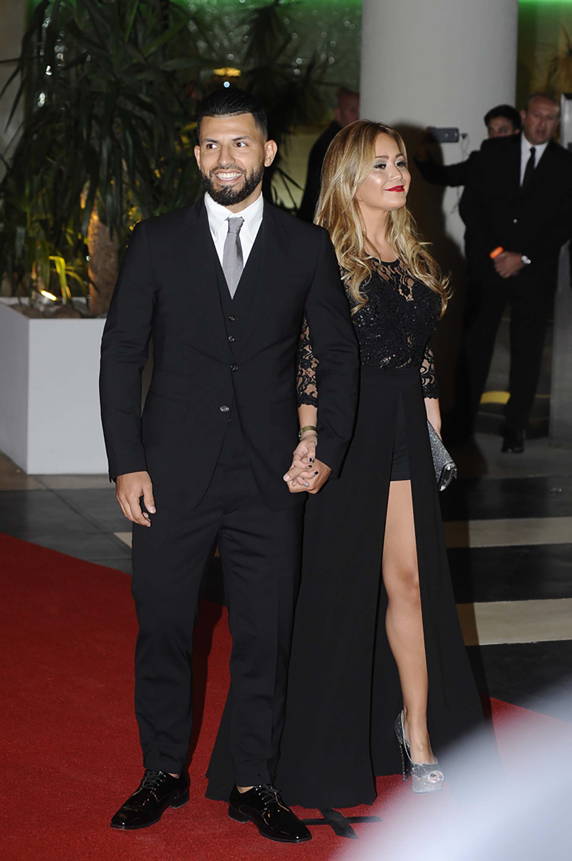 """Sergio Agüero fue uno de los pocos jugadores de la Selección invitados a la boda del año. Lo hizo junto a su mujer, Karina """"La Princesita"""" Tejeda"""