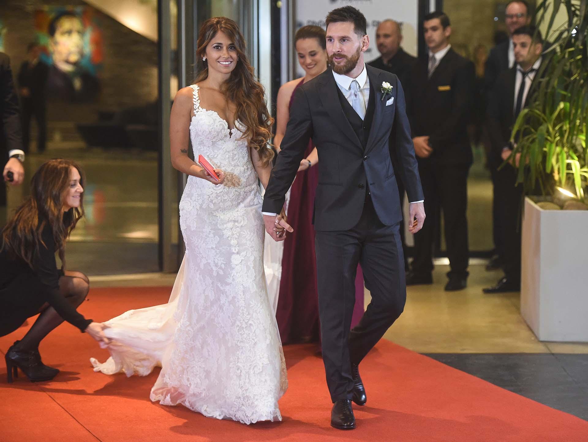 La estrella del fútbol mundial y su pareja de casi toda la vida no pidieron regalos para ellos a los invitados, sino donaciones a la Fundación Techo