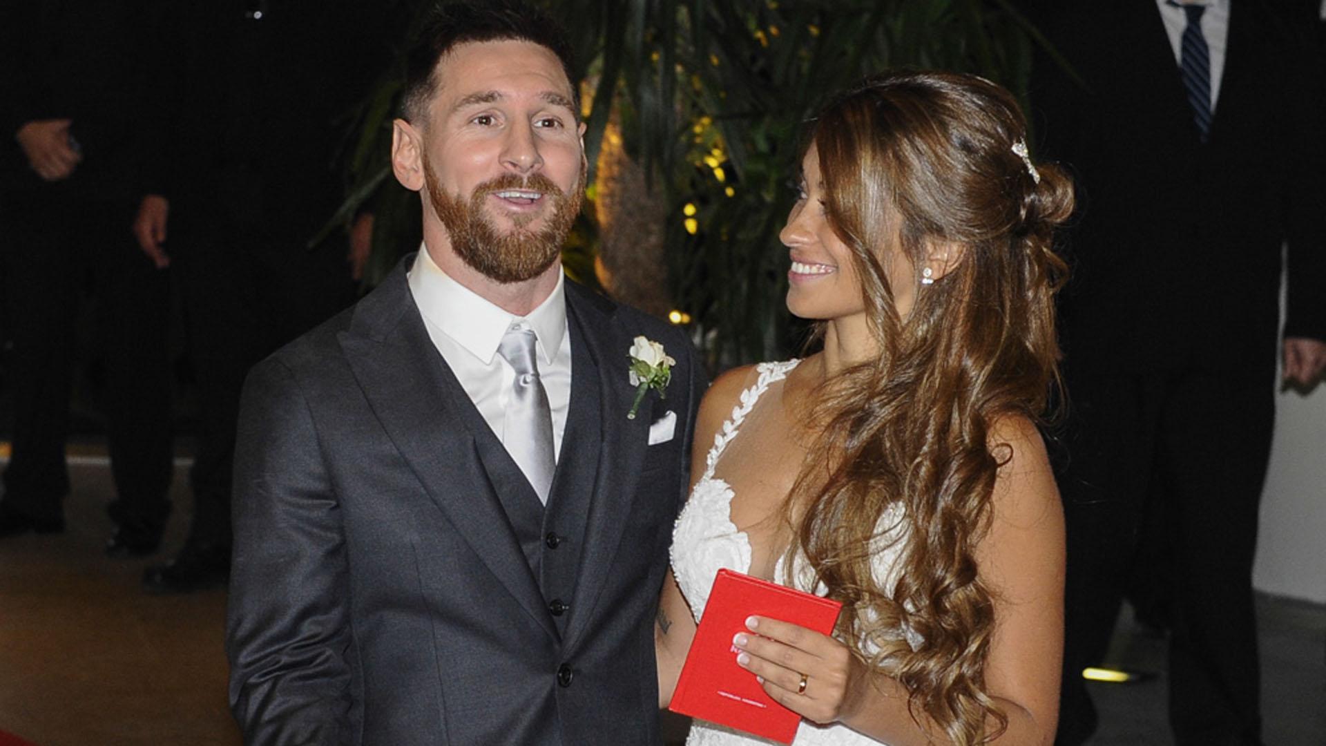 Messi bromea con los fotógrafos(Crédito: Martín Villar)
