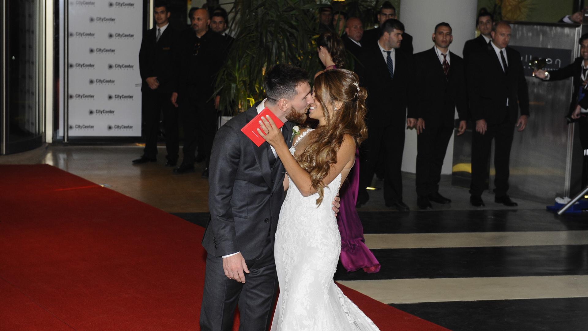 La prensa los llamó a darse el beso más esperado y la pareja no tuvo reparos en conceder el deseo