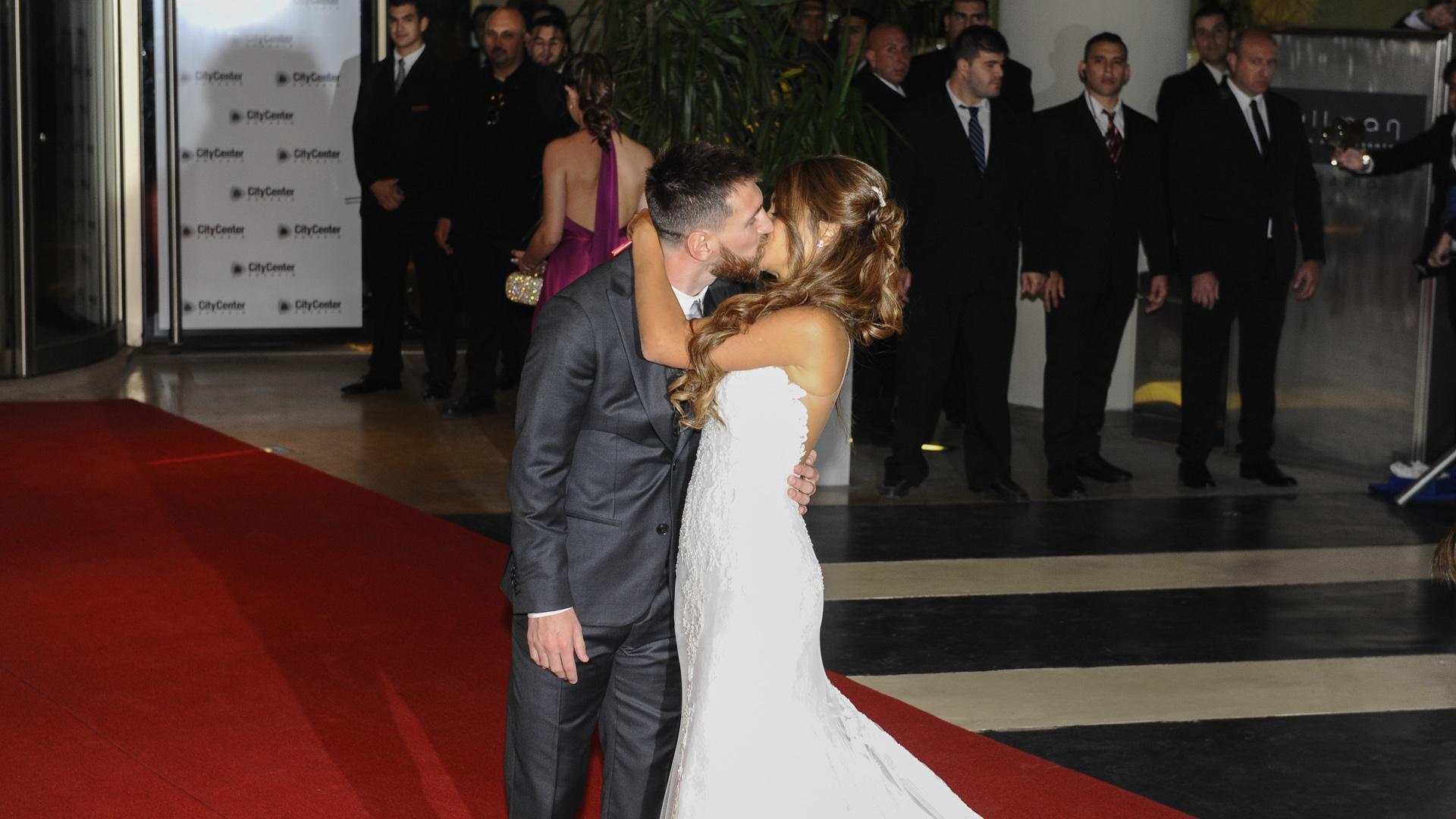 Messi y Antonela se mostraron muy enamorados en uno de los momentos cumbre de sus vidas