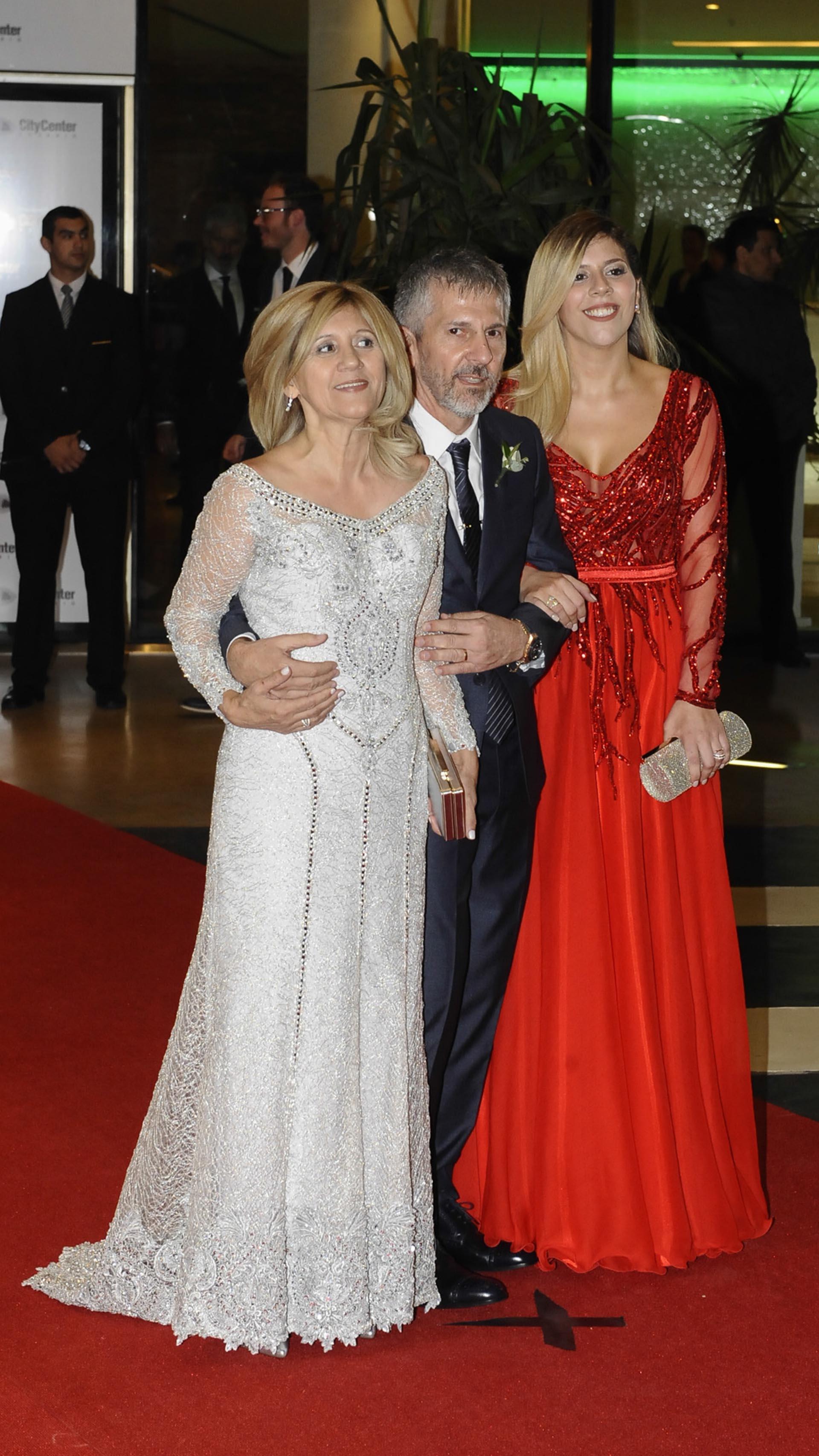 Los padres y la hermana menor de Lionel Messi: Celia María Cuccittini, Jorge Messi y María Sol Messi