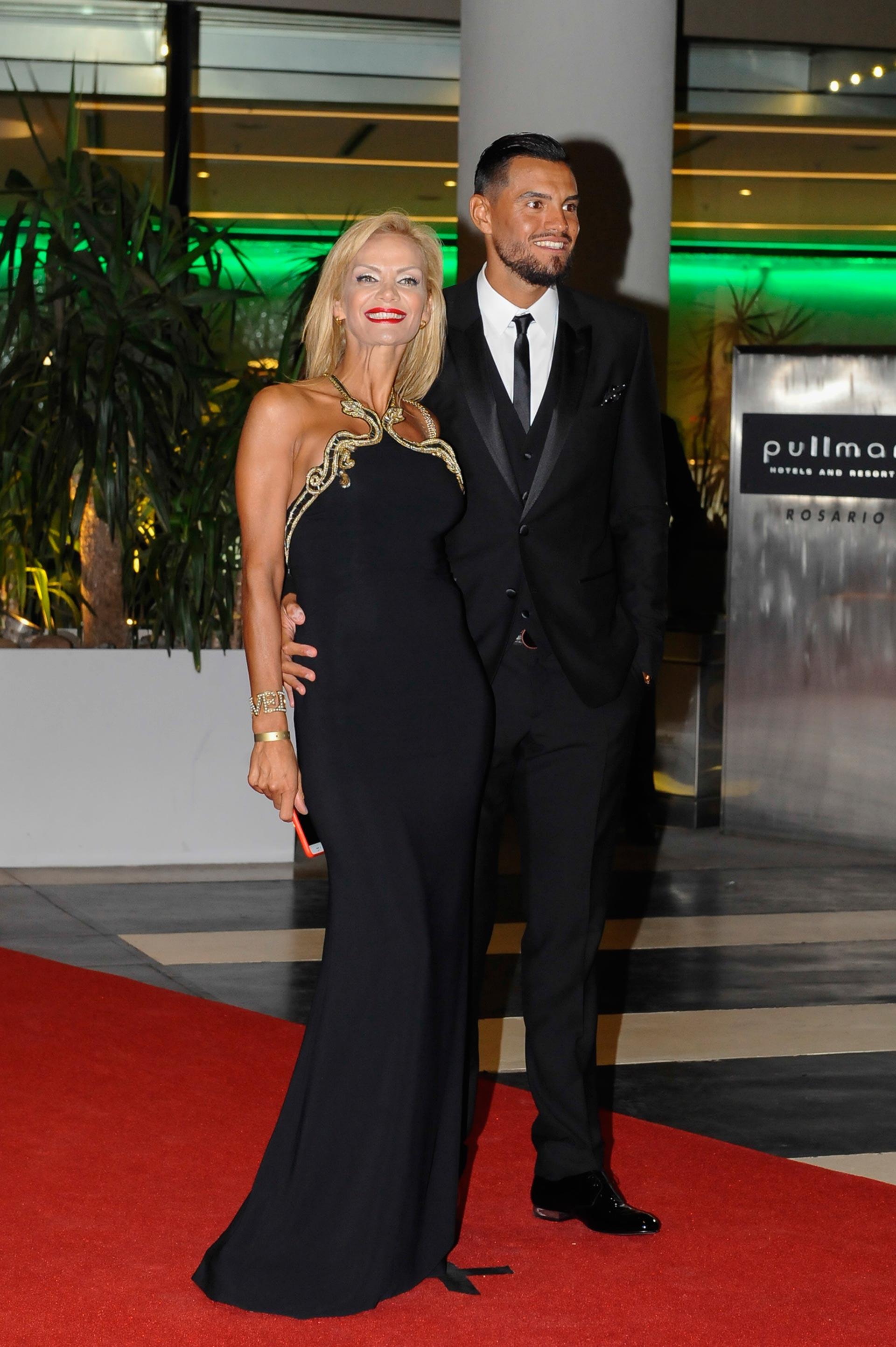 El arquero de la Selección Sergio Romero y su mujer, la ex modelo Eliana Guercio