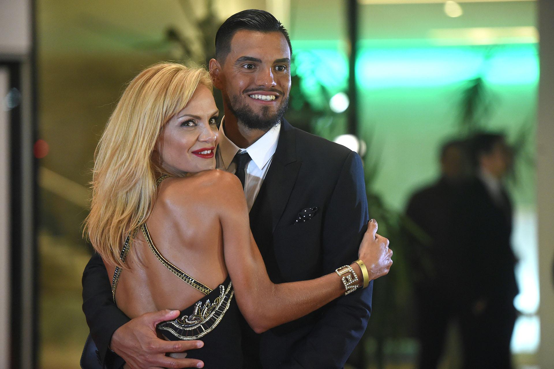 Sergio Romero y Eliana Guercio, de elegante look en la boda del año