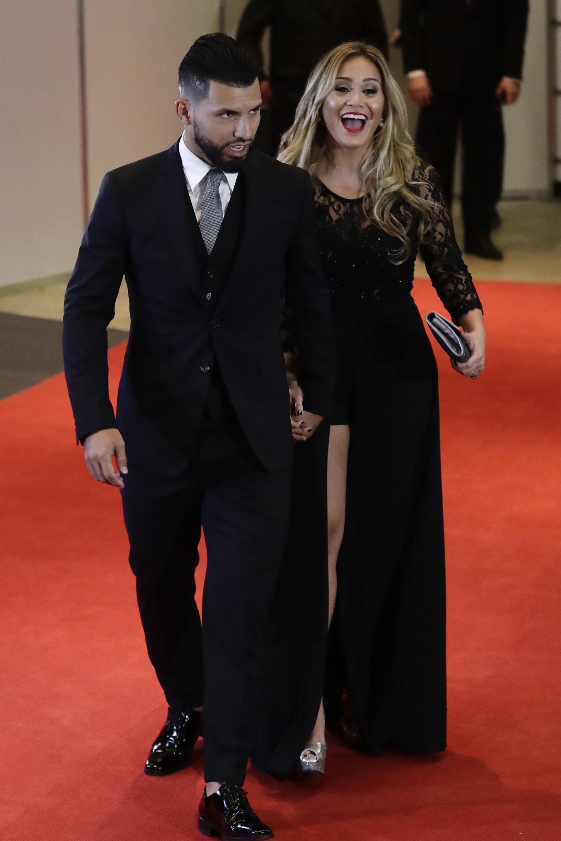 Sergio Agüero y Karina Tejeda eligieron el color negro