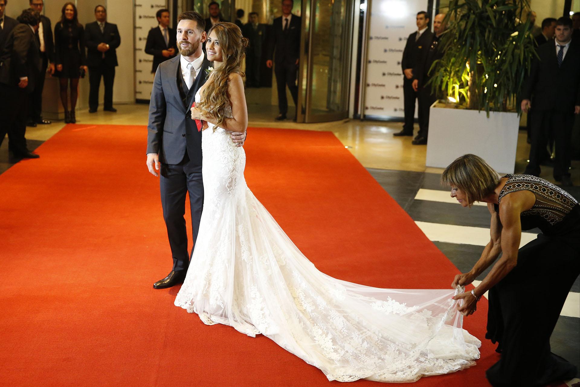 Antonela y Leonel en la red carpet pocos minutos después de haber dado el sí ante el altar y 260 invitados
