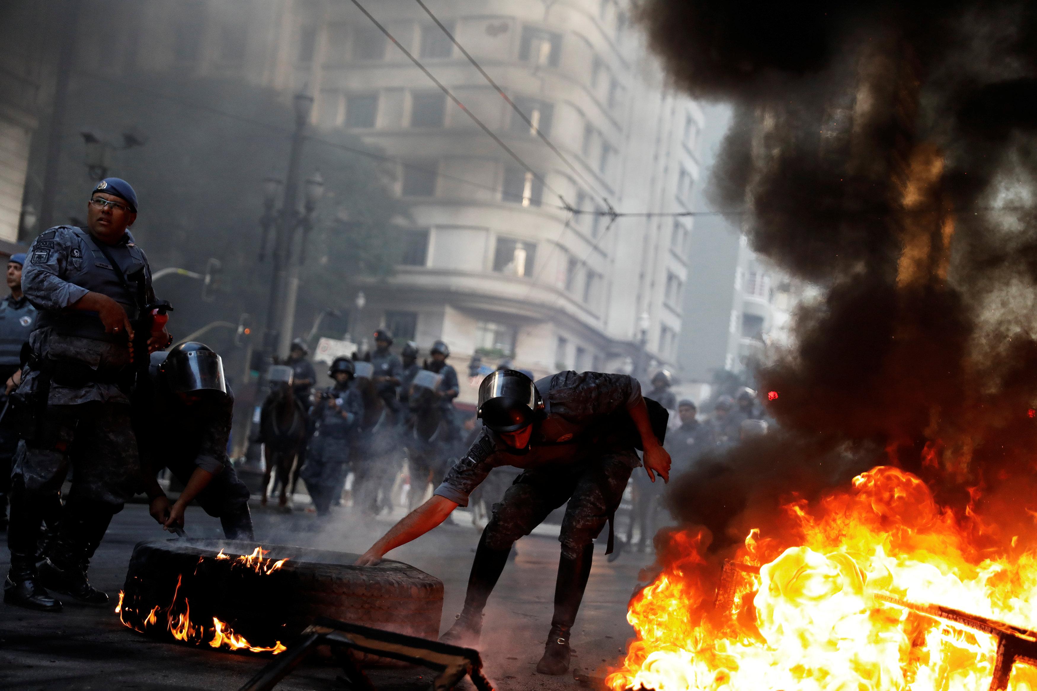 Fuertes protestas se presentaron hoy en Sao Paulo en contra del gobierno de Temer. REUTERS/Nacho Doce