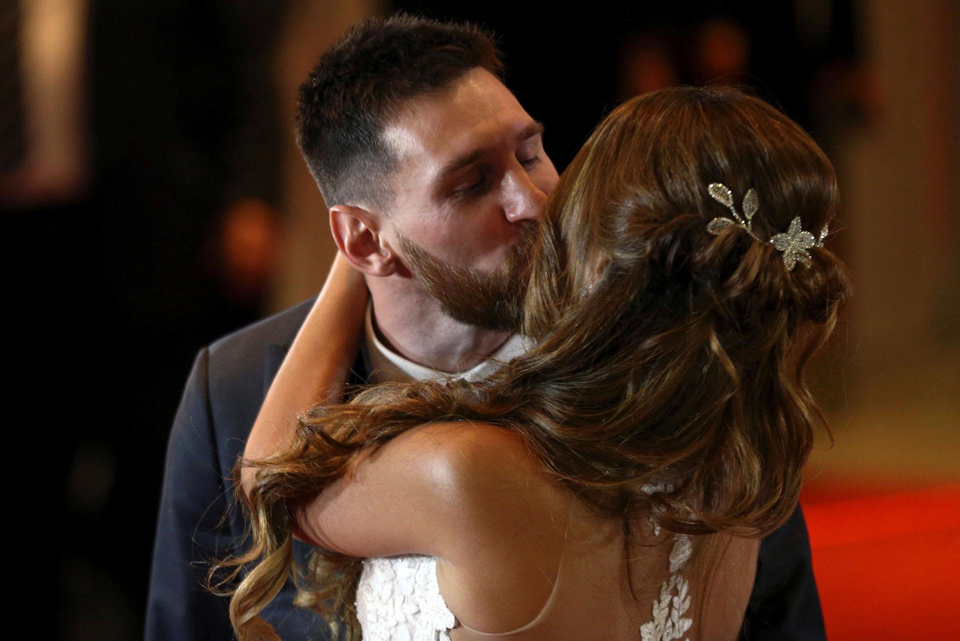 """""""Pero llegas tú con tu inmensa luz/Y te declaras dueña de mis sueños"""", reza la canción La Llave, de Abel Pintos, que Lionel Messi le dedicó a Antonela Roccuzzo apenas ambos sellaron su amor para toda la vida"""