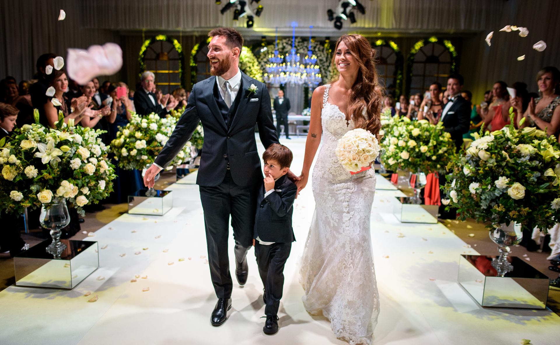 c245ad70c6 Las 110 mejores fotos de la boda de Lionel Messi y Antonela Roccuzzo ...
