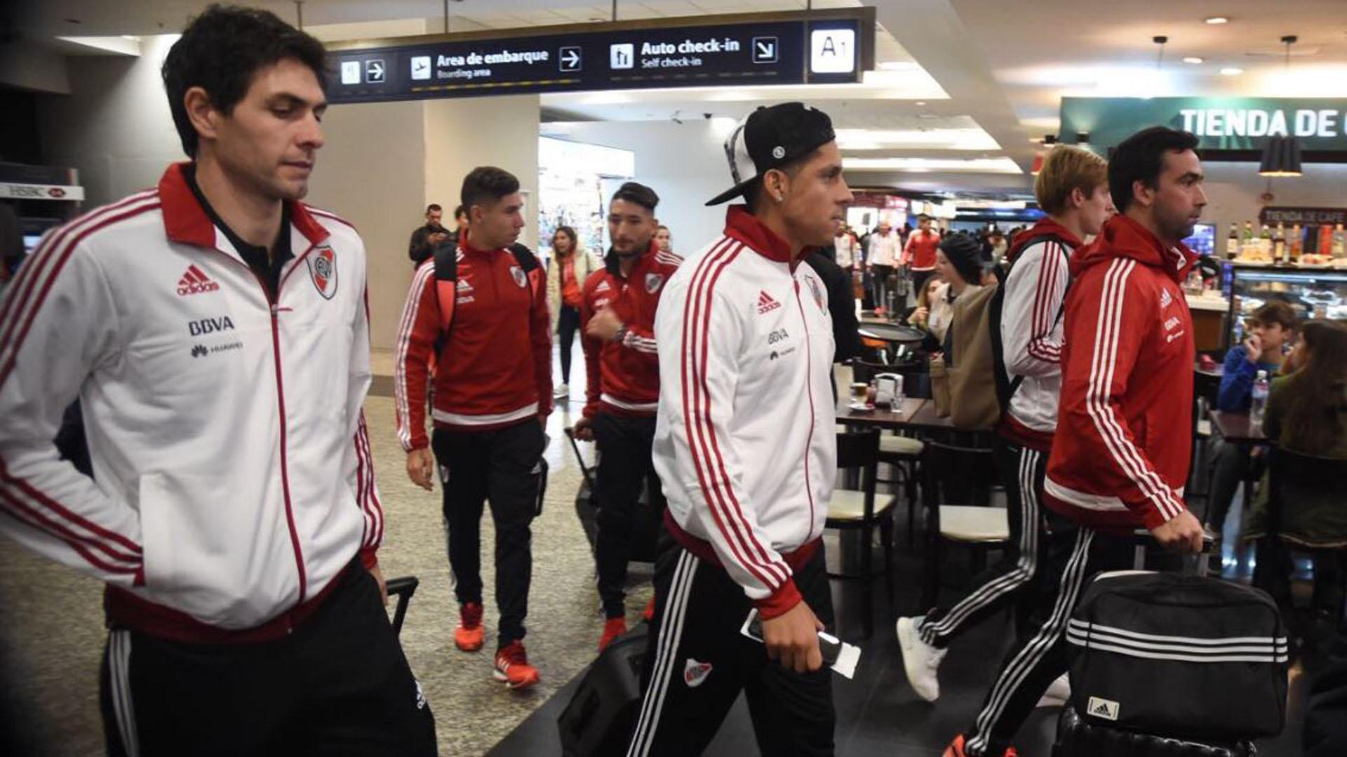 Germán Lux y Enzo Pérez, dos de los refuerzos de River, viajaron junto al plantel a Paraguay para el partido con Guaraní por la ida de los octavos de final de la Copa Libertadores 2017