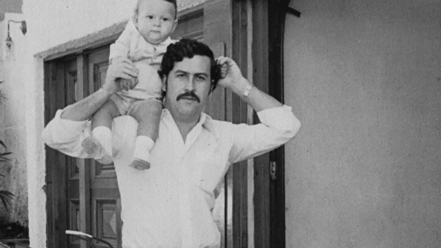 Escobar Gaviria con su hijo