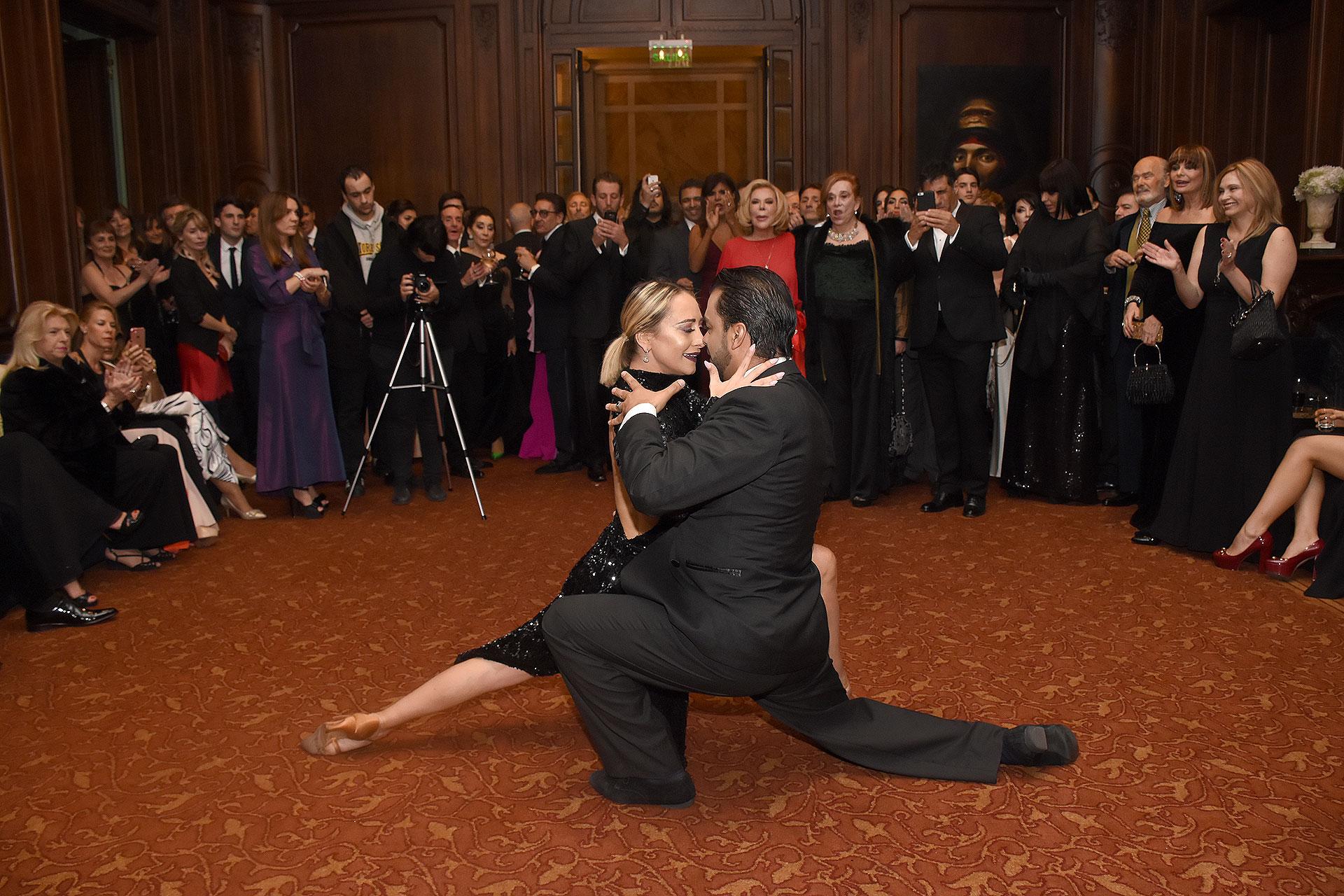 Los invitados disfrutaron del show de tango de Andrea Ghidone