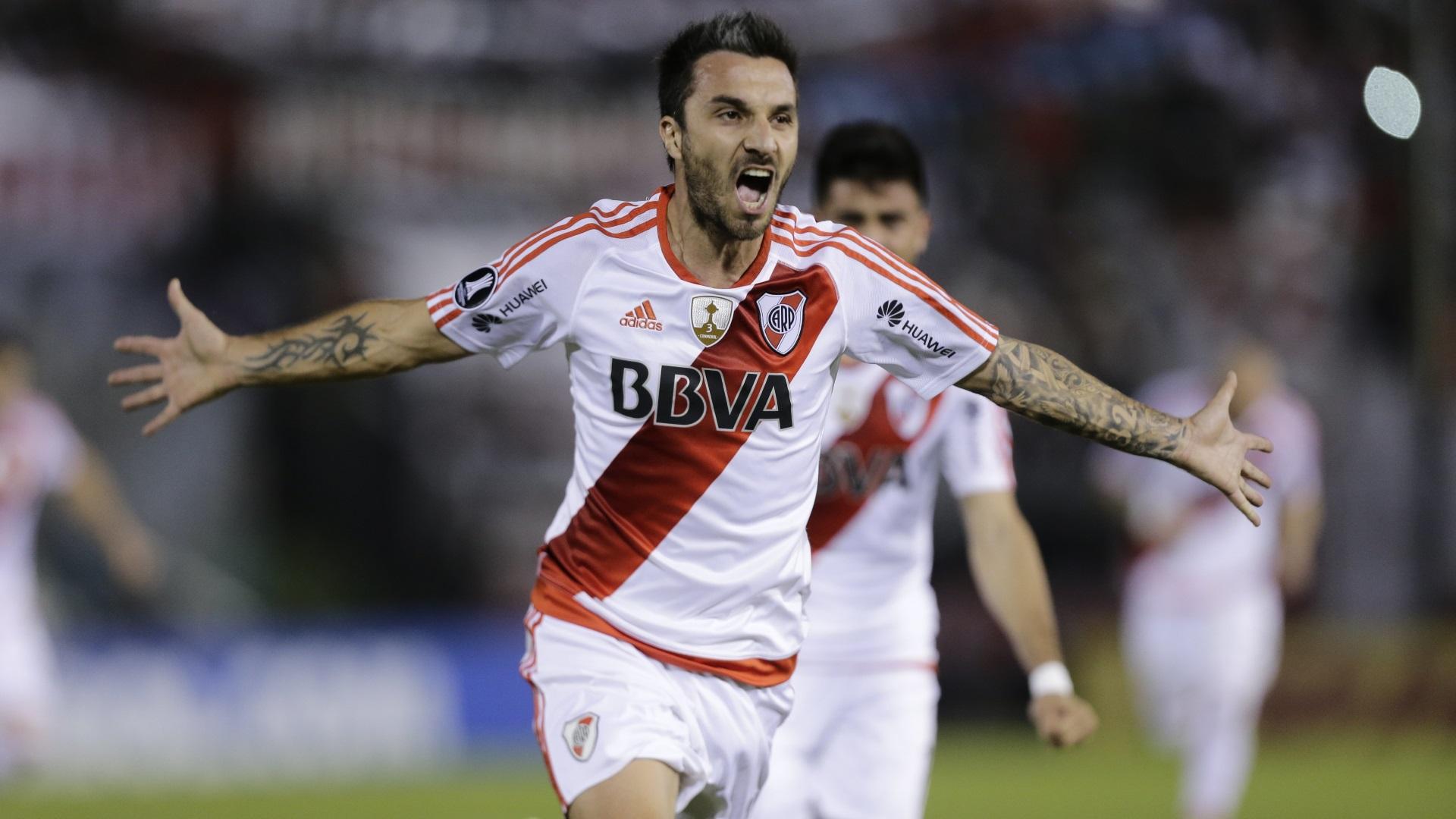 Scocco debutó con un gol en Paraguay (AP)