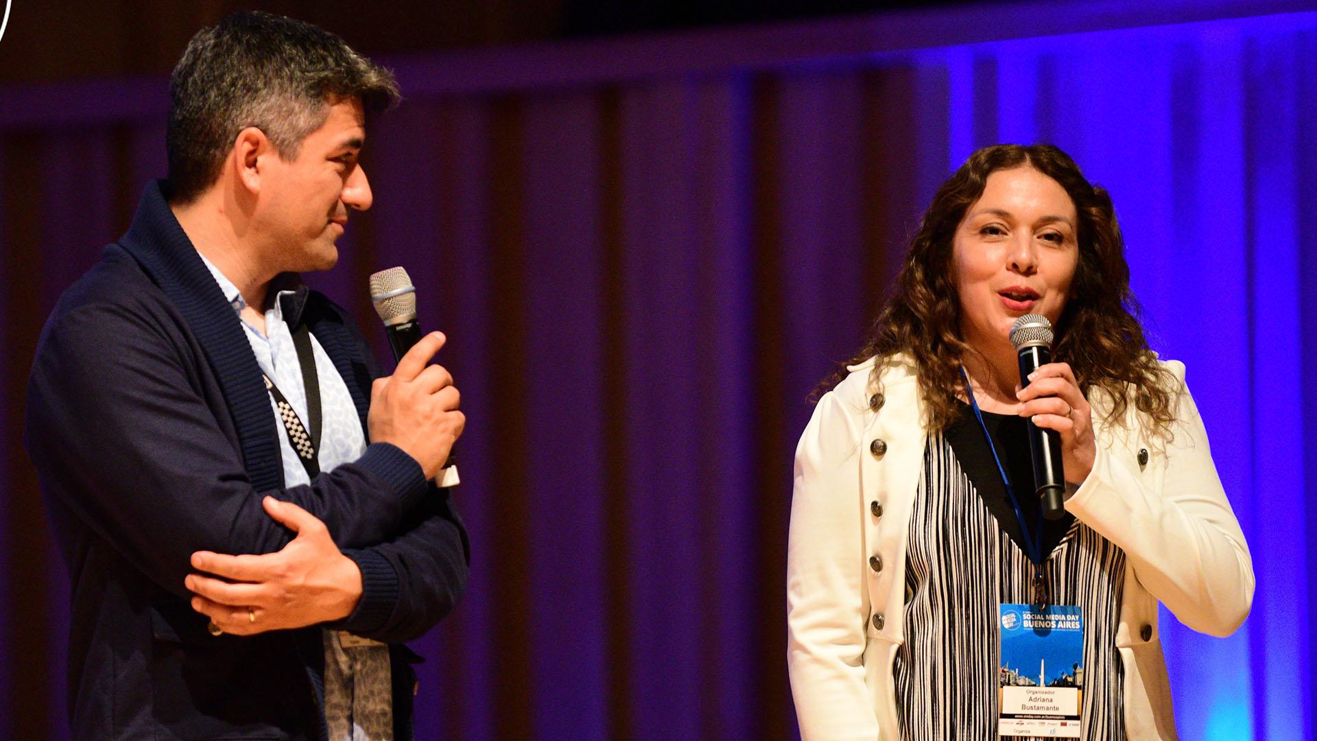 Diego Piscitelli y Adriana Bustamante, organizadores del Social Media Day, durante la apertura del encuentro