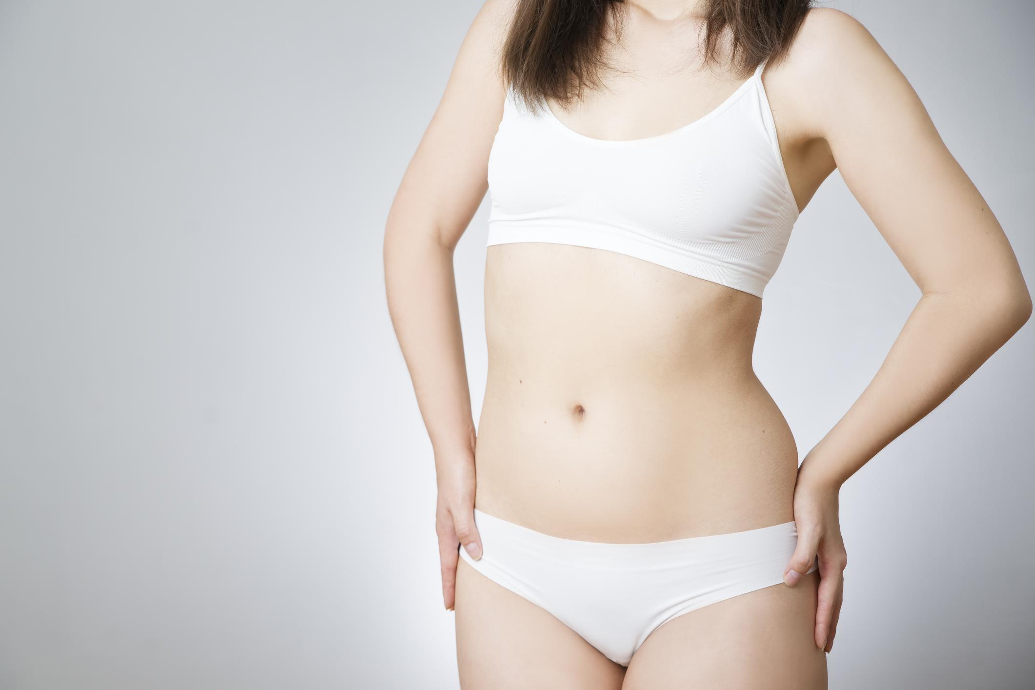 Sin aro ni rellenos, los 'tops' de algodón son los primeros corpiños que la familia le compra a la ñiña (iStock)