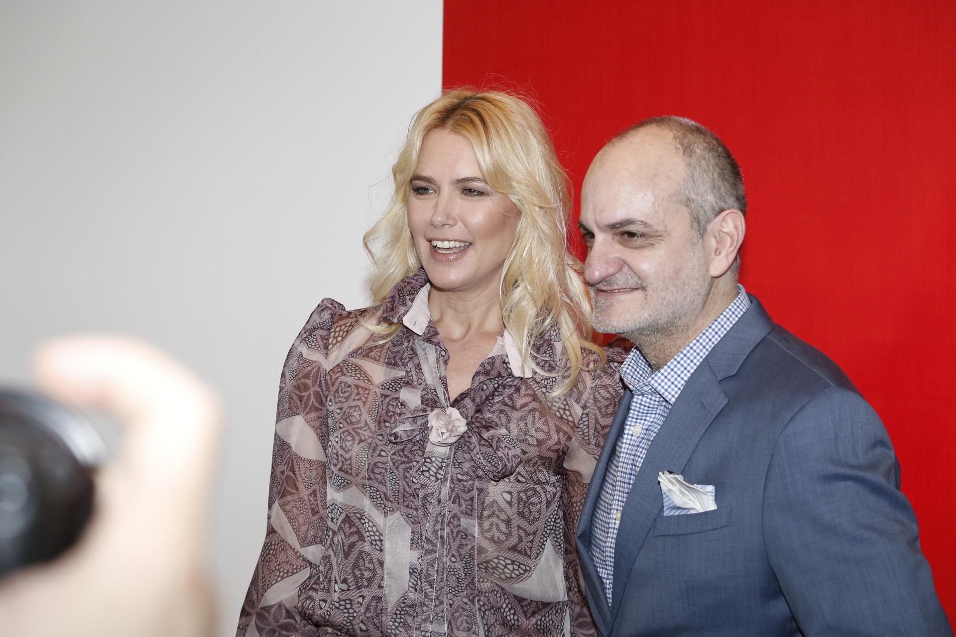 Valeria Mazza acompañó a Laurencio Adot en la presentación de su nueva colección, con un desfile que tuvo el fantástico marco de las obras del artista Juan Jose Cambré