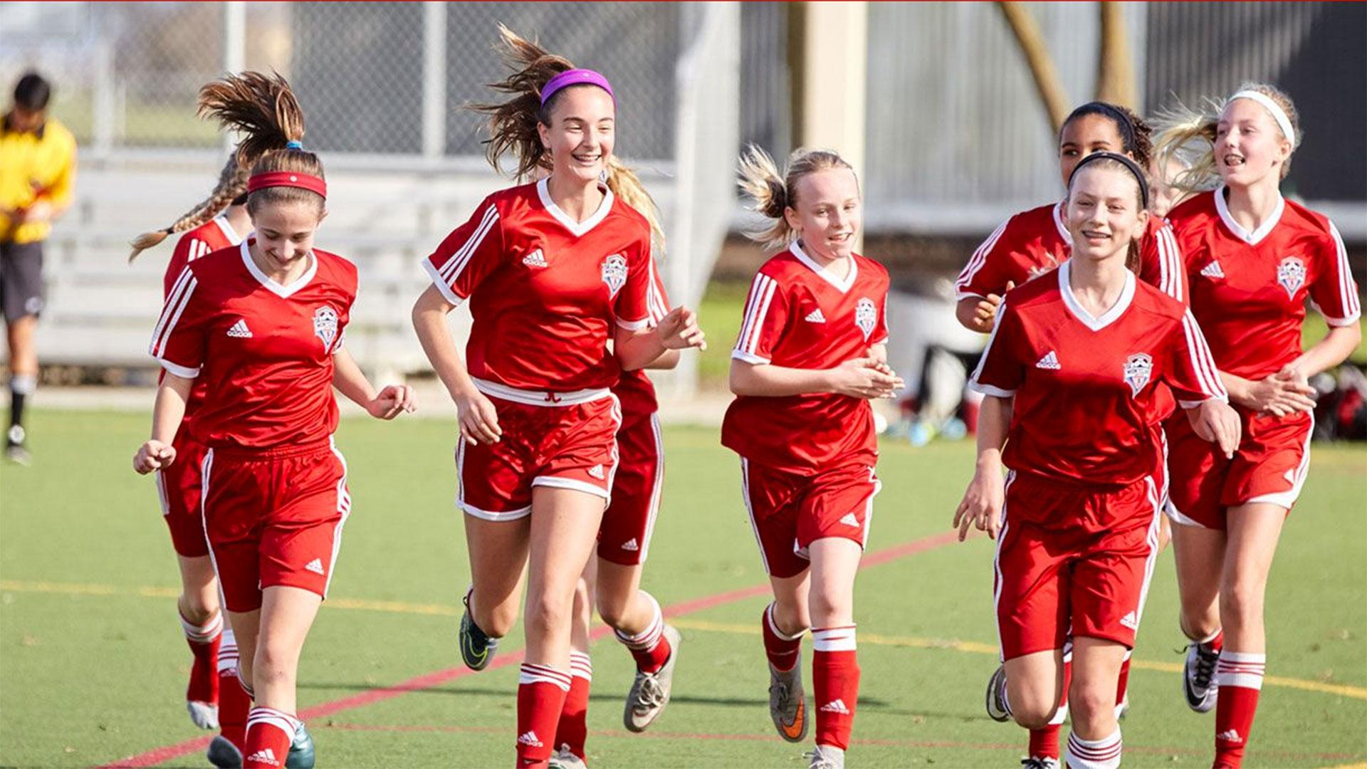 El número de mujeres que practica soccer es en varios clubes superior al de los hombres