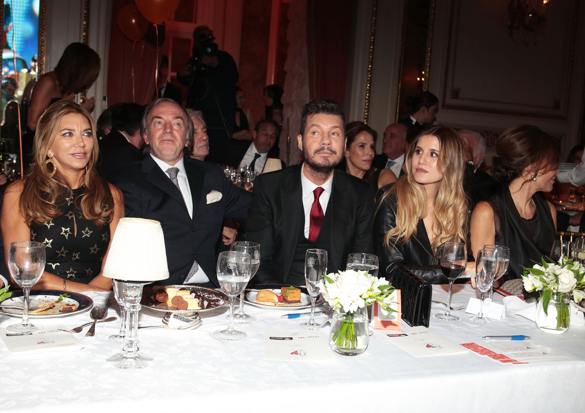 Bettina Bulgheroni y Roberto Zaldivar junto a Marcelo y Micaela Tinelli en la mesa principal
