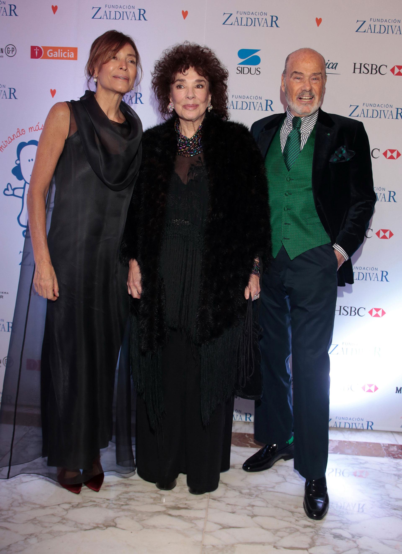Estela Zaldivar junto a Graciela Borges y Gino Bogani