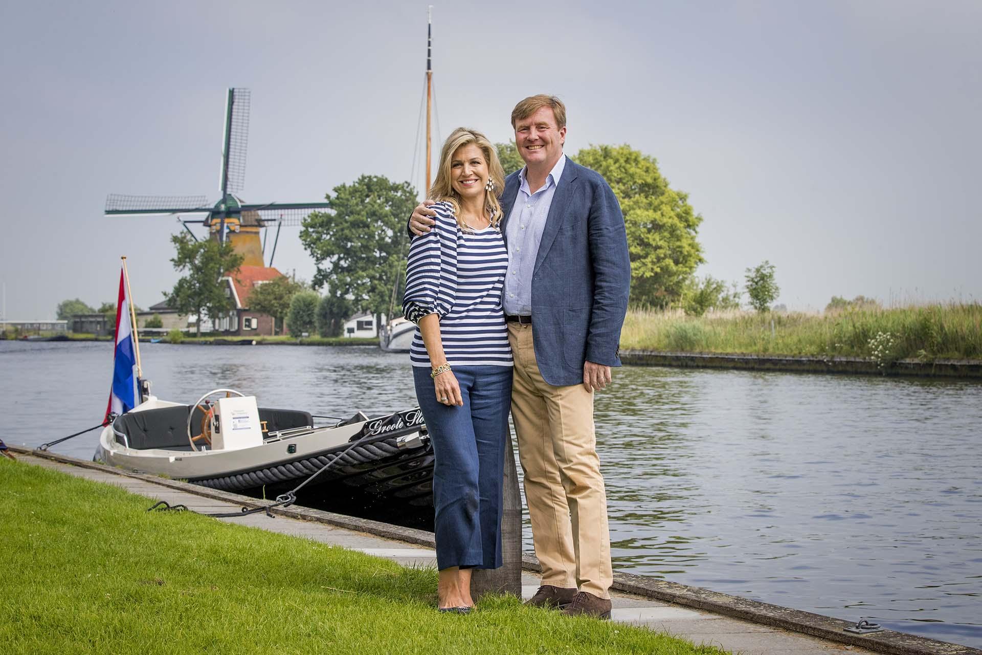 Los reyes de Holanda y sus tres hijas participaron de la clásica sesión de fotos para los medios de comunicación nacionales e internacionales en Warmond, Holanda