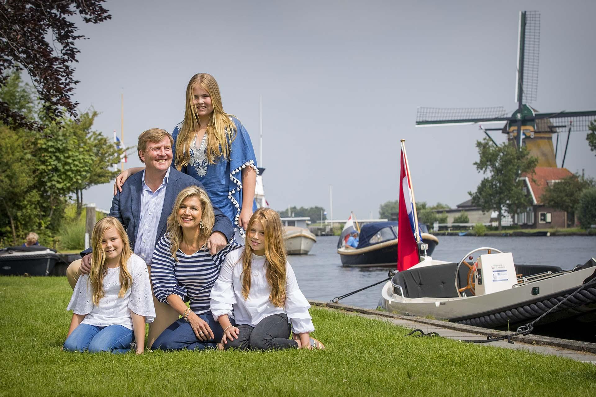 Los monarcas holandeses son uno de los matrimonios más queridos de la realeza europea, y junto a sus tres hijas, conforman una familia que se destaca por su gran carisma y su estrecha relación con la gente /// Fotos: Getty Images