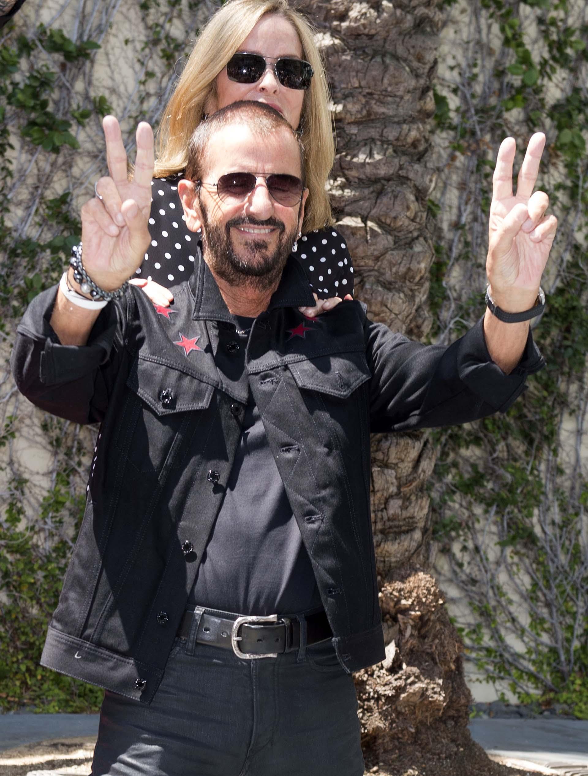 """El 15 de septiembre saldrá su décimo noveno disco, titulado """"Give More Love"""", que incluye diez temas nuevos grabados en el estudio de su casa en Los Ángeles y donde participaron artistas como Paul McCartney, Joe Walsh o Steve Lukather"""