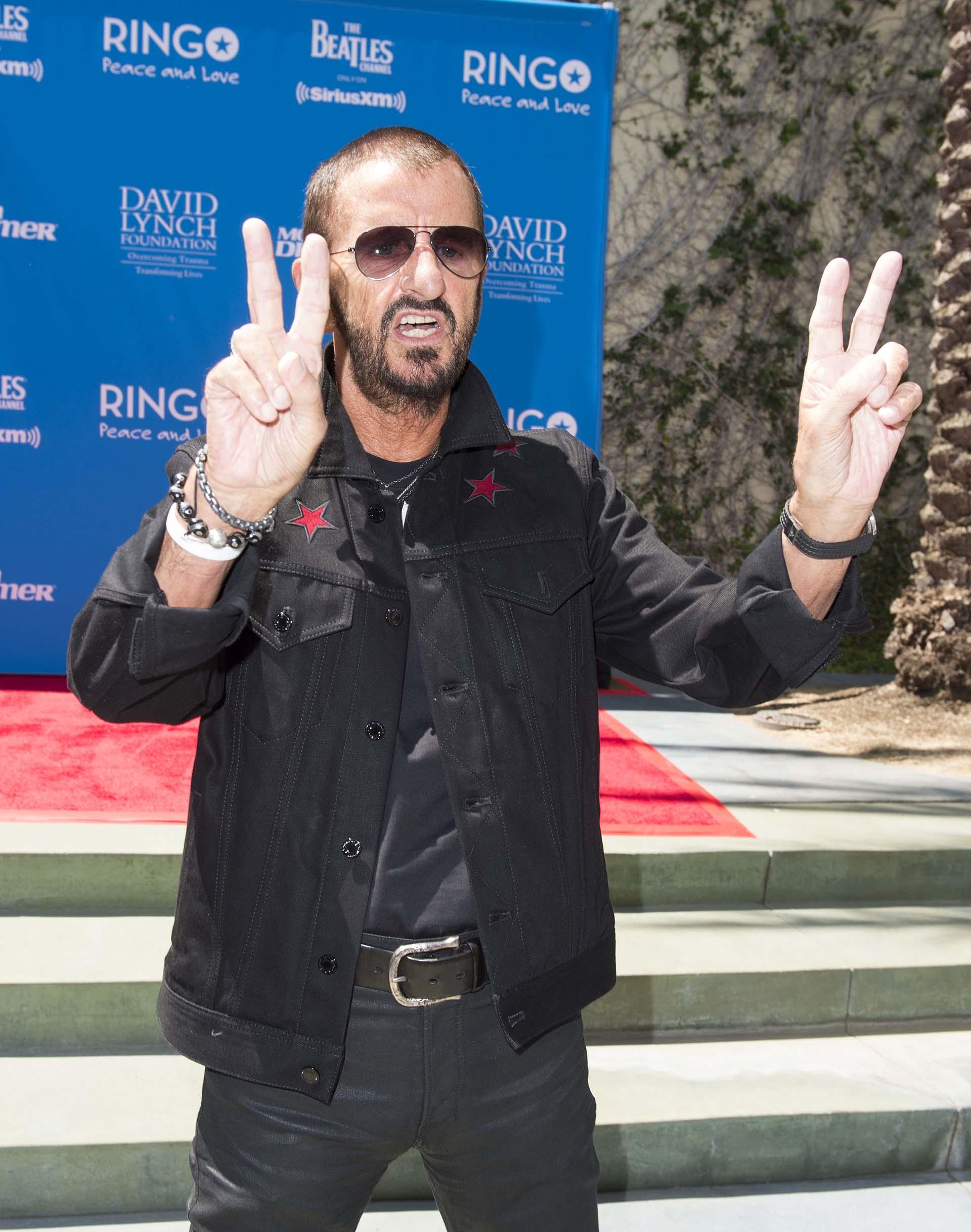 """Una vez más, Ringo Starr convocó a los invitados bajo el lema """"Paz y amor"""", al festejo que se llevó a cabo en Capital Records Tower, donde estuvo rodeado de los grandes personajes de la música y el espectáculo"""