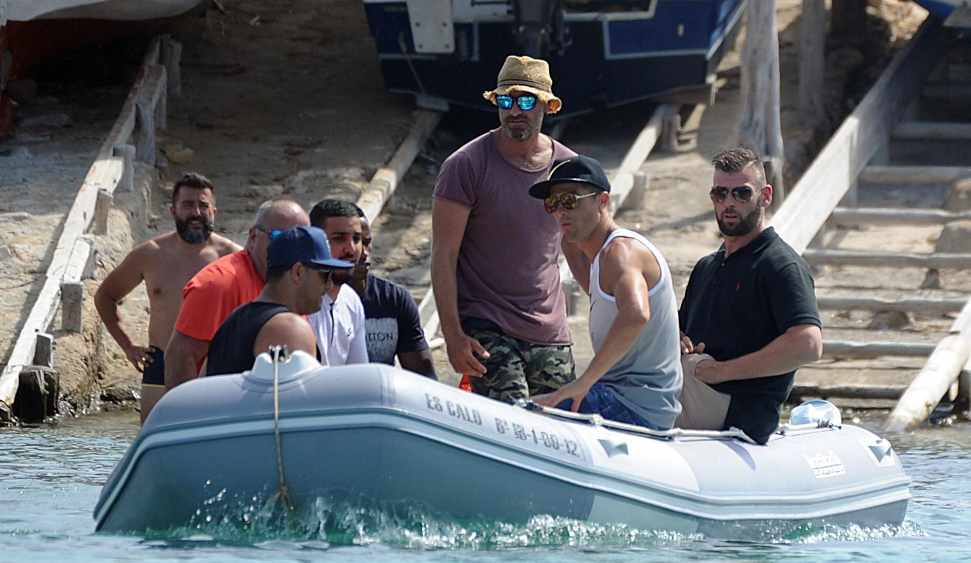 Salida de amigos: el luso, en una escapada masculina para recorrer las aguas del mar mediterráneo