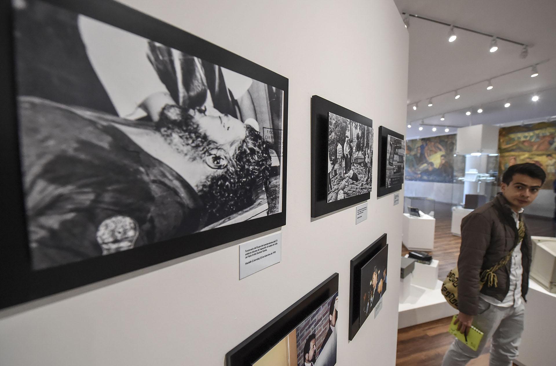 Fotografías muestran el cuerpo sin vida de Pablo Escobar y otros jefes del narcotráfico (AFP)