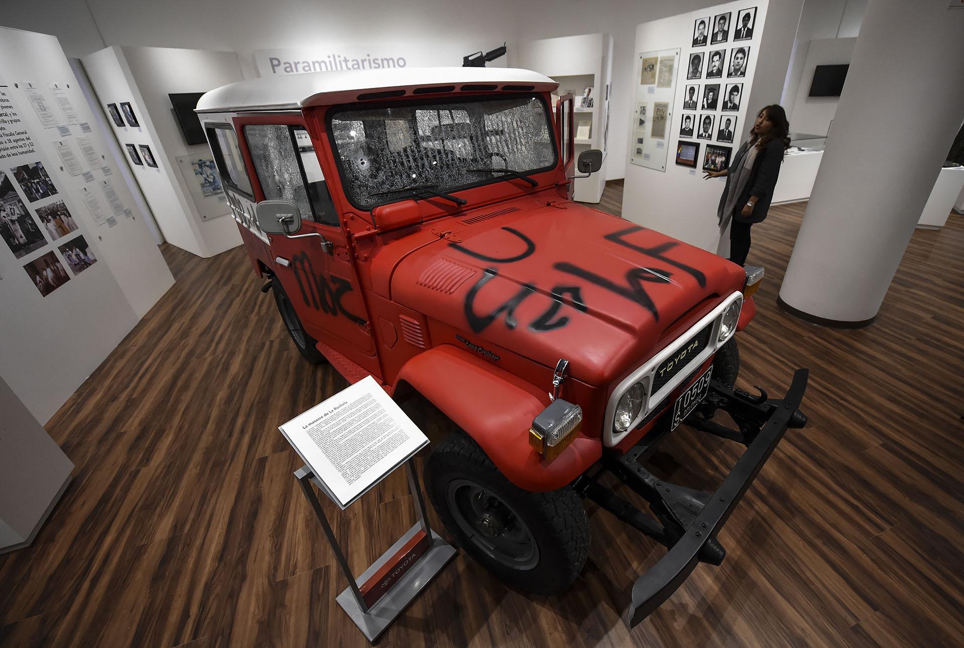 La 4×4 Toyota usada durante la Masacre de La Rochela el 18 de enero de 1989 perpretada por un grupo paramilitar en la cual murieron 12 de los 15 oficiales que investigaban crímenes en el municipio de Simacota, Santander (AFP)