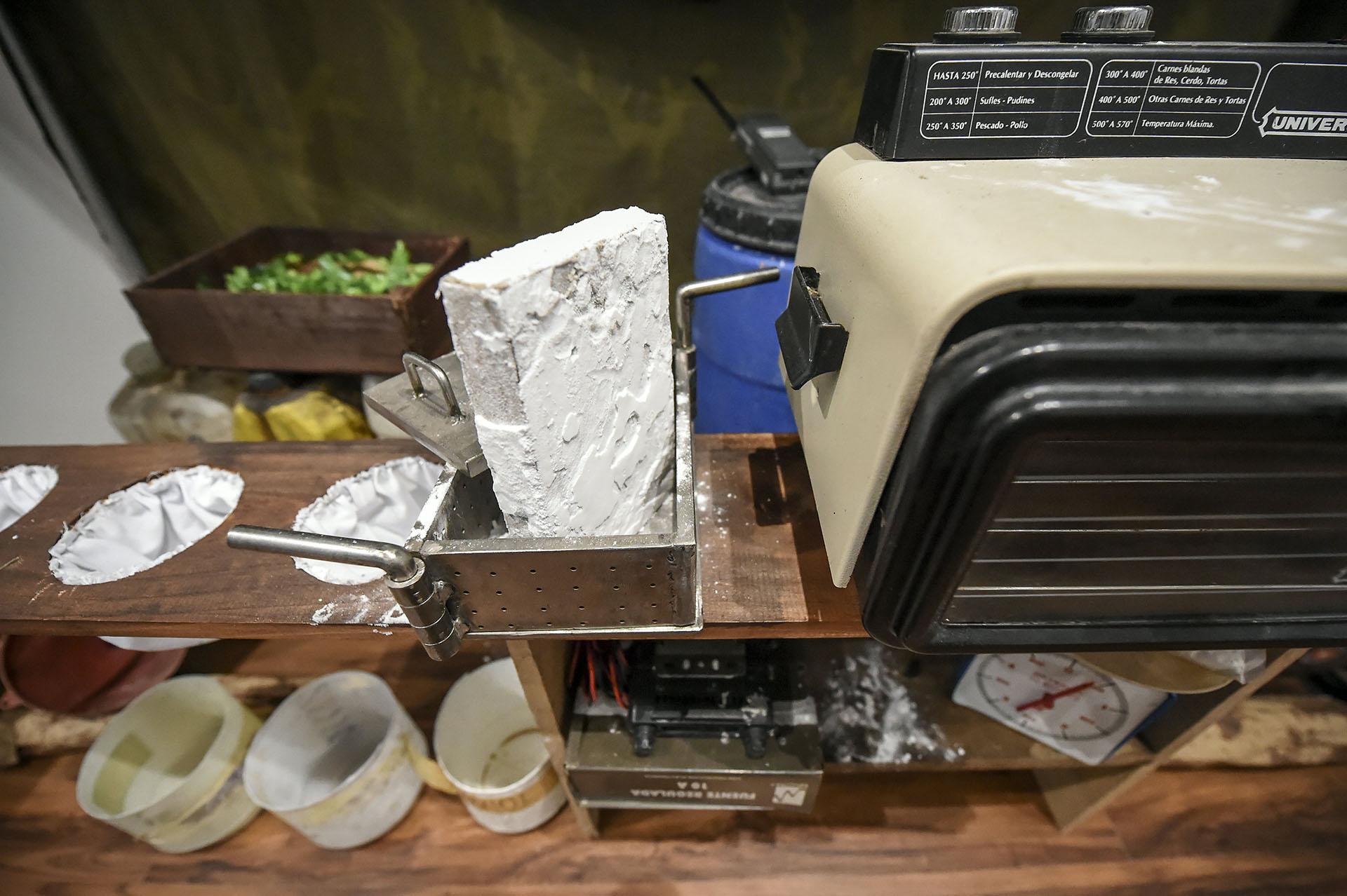 Una pequeña réplica de un laboratorio de cocaína (AFP)