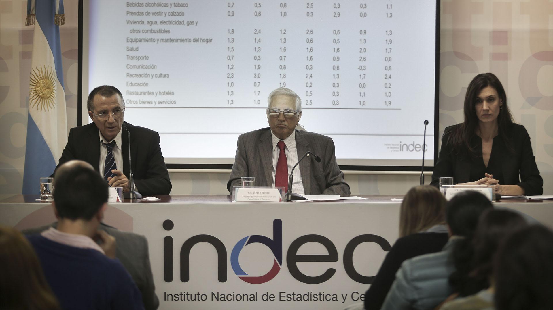 Jorge Todesca (centro), director del INDEC (NA)