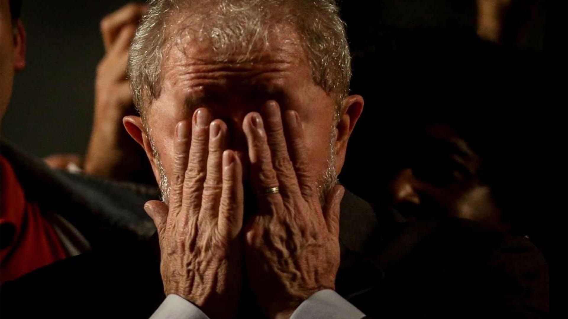 12/7 El ex presidente brasileño Lula da Silva es condenado a nueve años y medio de prisión por corrupción por el juez Sergio Moro (EFE)
