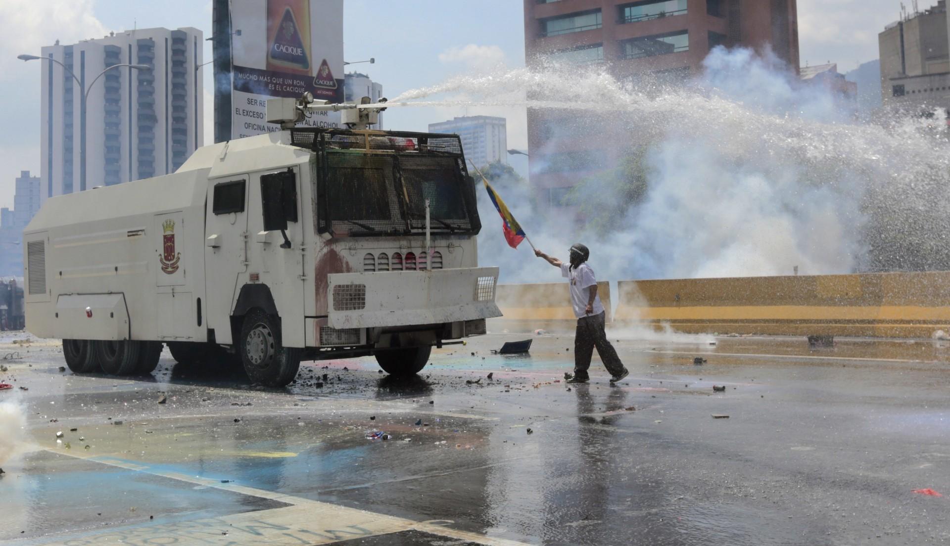El reportero colombiano suele estar en una ubicación arriesgada ante la represión de las autoridades