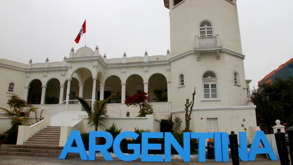 La propuesta desembarcó justo a tiempo para festejar el día de la Independencia argentina. El lugar de encuentro fue el icónico restaurante Astrid & Gastón en Lima, del chef Gastón Acurio, pionero de la cocina peruana, hoy reconocida como orgullo de este país