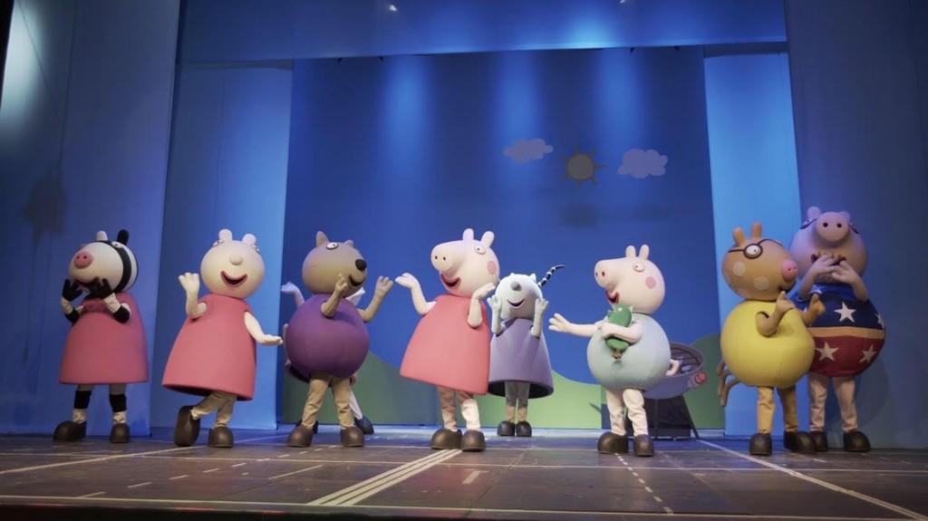La chanchita canta y baila junto a los personajes queridos del dibujo animado
