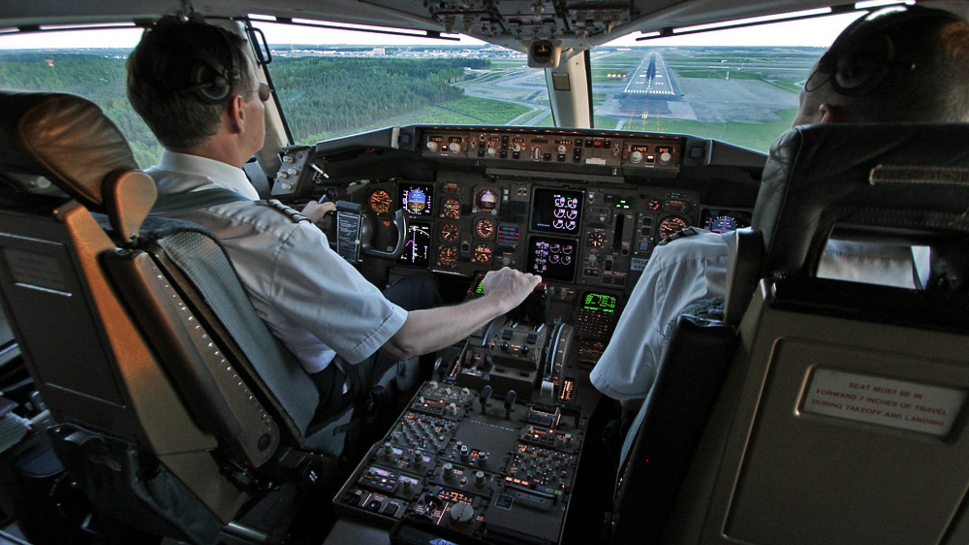 Esta prohibido para todo pasajero entrar a la cabina de los pilotos, por cuestiones de seguridad (Istock)