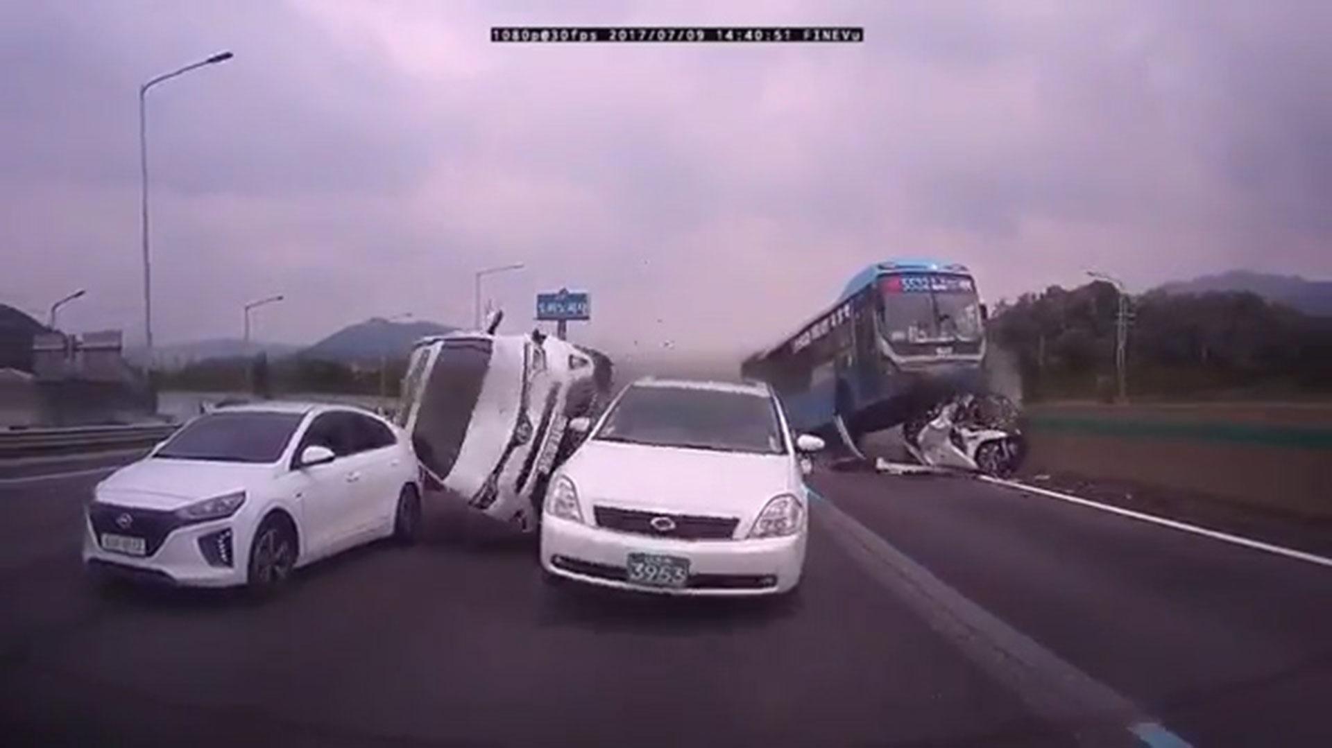 Accidentes Peli Porno un autobús como un tsunami: el accidente que parece una