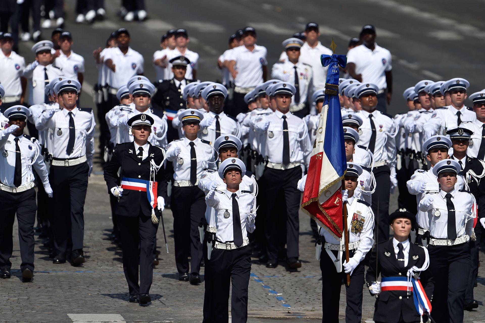 Alumnosde la Escuela Nacional de Policías de Roubaix (AFP)