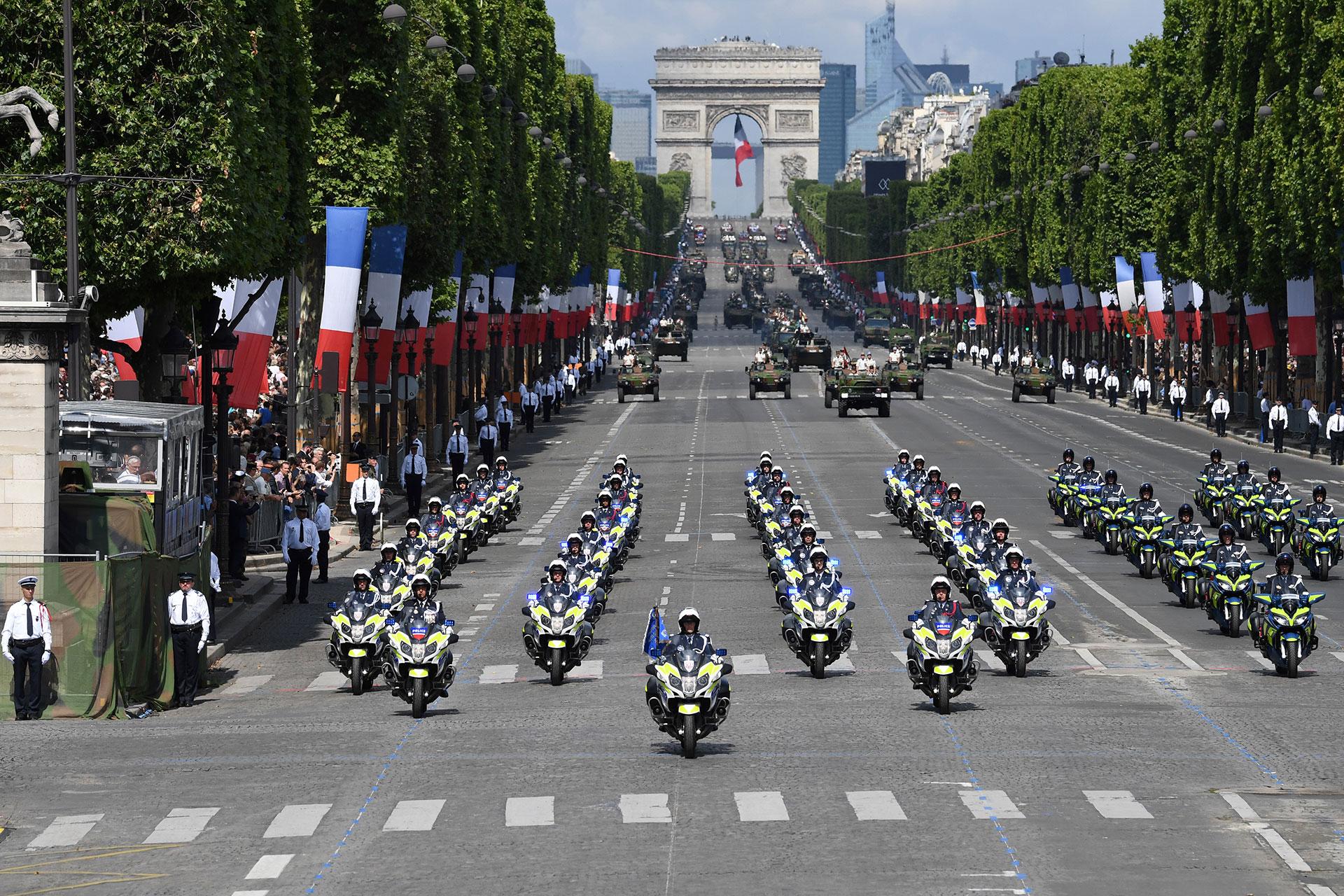 La policía francesa también participó del desfile militar (AFP)