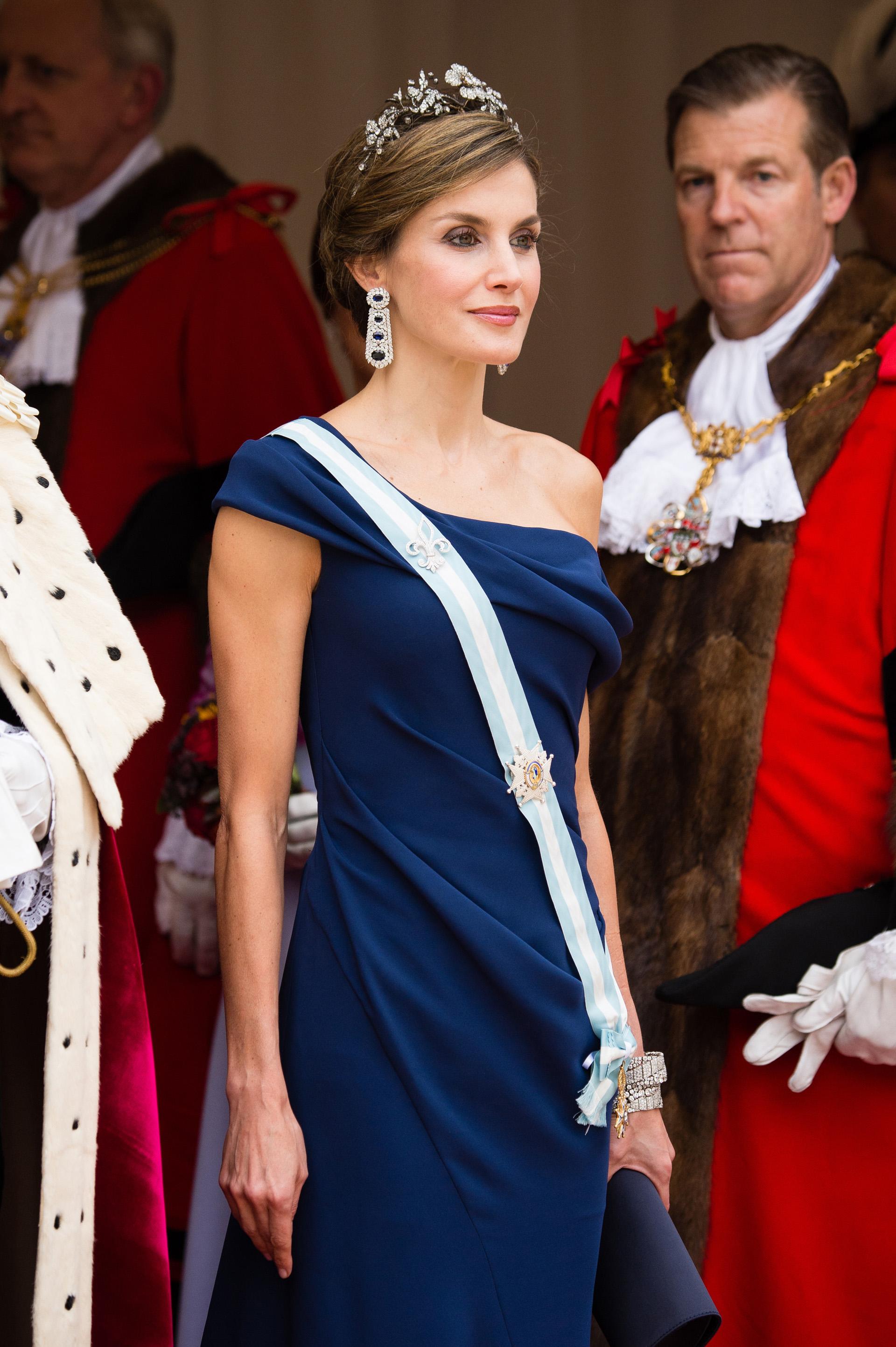 Completó su sofisticada propuesta con joyas de la corona en brillantes y piedras a tono(Photo by Jeff Spicer/Getty Images)