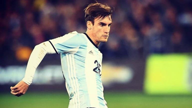 En su debut en Sidney, ingresó a los 52 minutos por José Luis Gómez